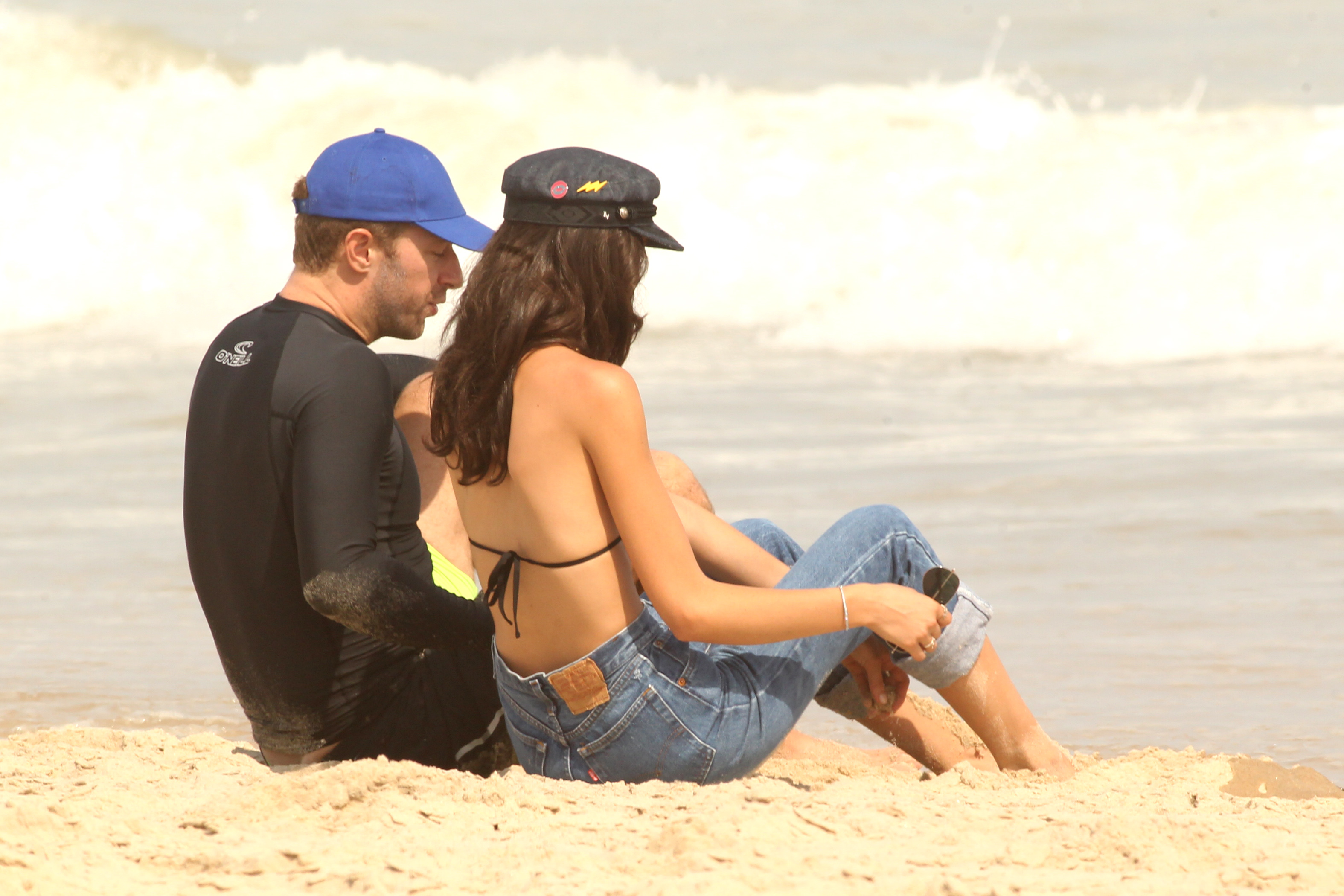 Exclusive, Hamptons, NY - 7/21/2017 - Chris Martin and a mystery woman seen on the sands of the beach in the Hamptons  -PICTURED: Chris Martin -, Image: 342653594, License: Rights-managed, Restrictions: Exclusive, Model Release: no, Credit line: Profimedia, INSTAR Images
