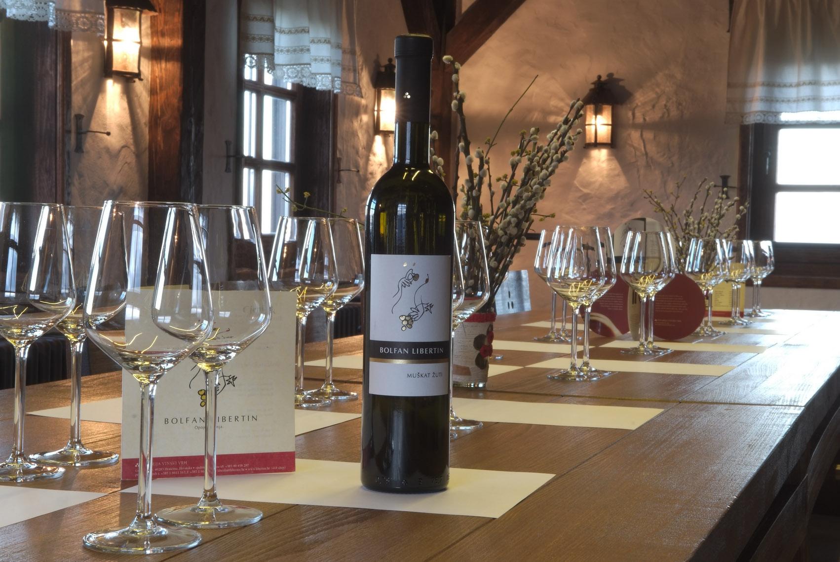 Vinski vrh, 140510. Vina vinarije Tomislava Bolfana. Foto: privatna arhiva
