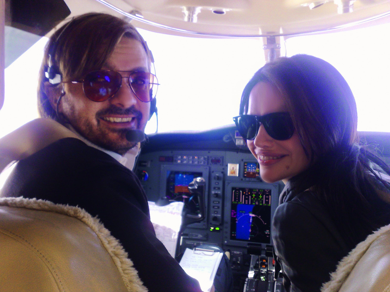 milan popovic i severina vuckovic u njegovom avionu 02012011