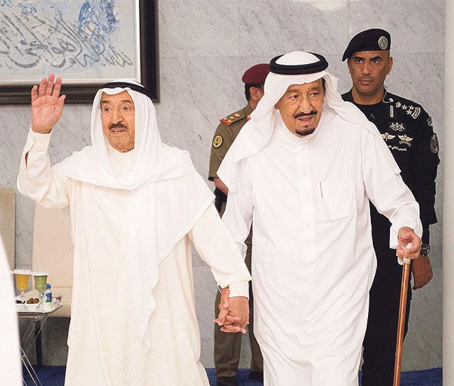 Saudijski kralj Salman bin Abdulaziz Al Saud (desno) predvodi skupinu zemalja koje su odlučile izolirati Katar zbog, tvrde, podržavanja terorizma. No, Doha, barem zasad, ne pristaje na ucjene