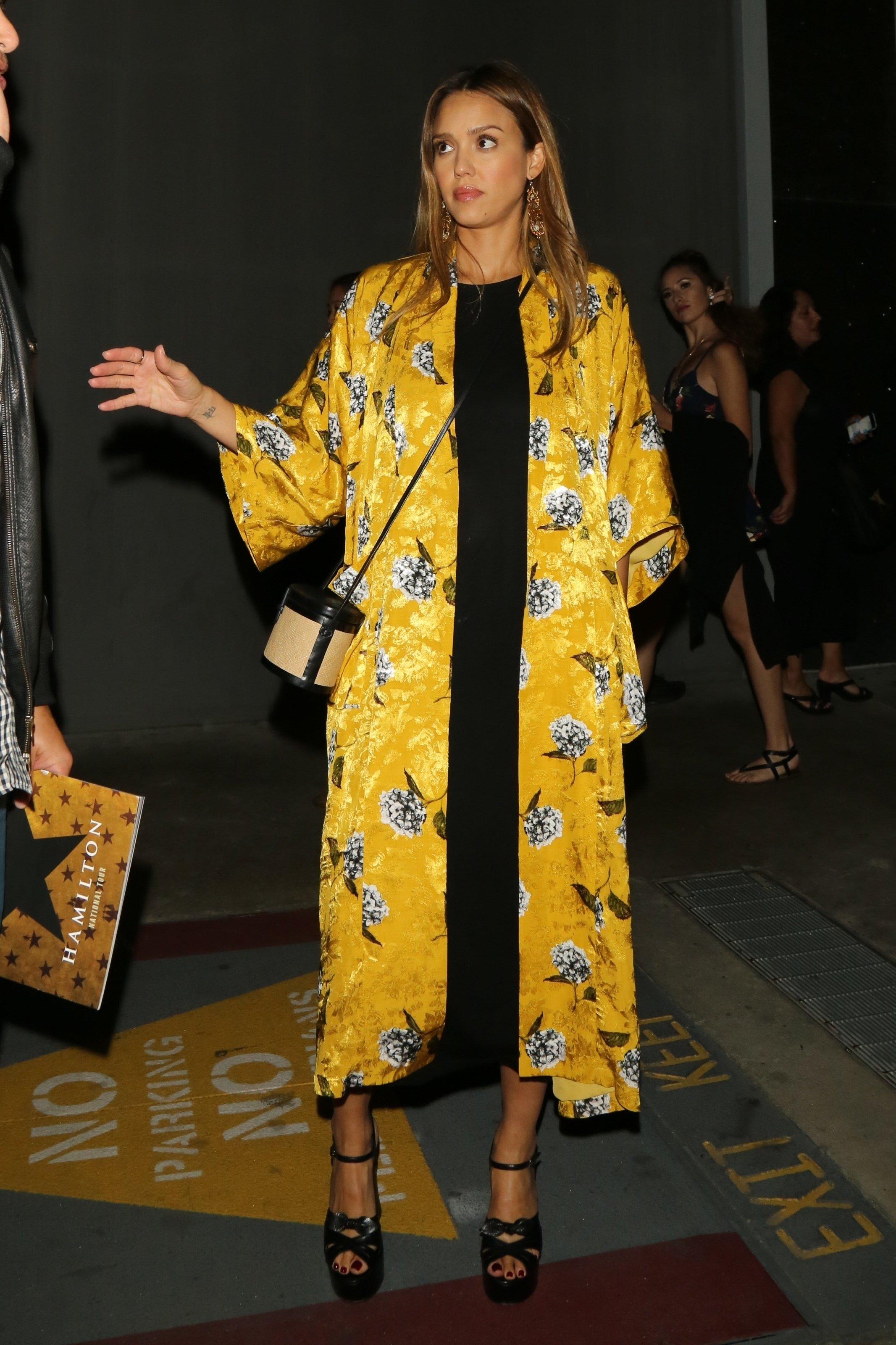 Hollywood, CA  - Jessica Alba and Husband Cash Warren are seen outside of the Pantages in Hollywood after 'Hamilton's' opening night.  Pictured: Jessica Alba, Cash Warren  BACKGRID USA 16 AUGUST 2017   USA: +1 310 798 9111 / usasales@backgrid.com  UK: +44 208 344 2007 / uksales@backgrid.com  *UK Clients - Pictures Containing Children Please Pixelate Face Prior To Publication*, Image: 345488899, License: Rights-managed, Restrictions: , Model Release: no, Credit line: Profimedia, AKM-GSI