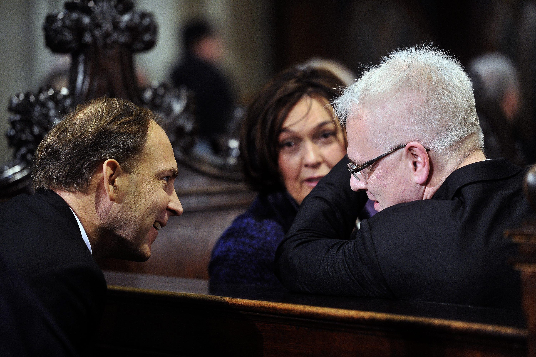 Bivši predsjednik Republike Hrvatske Ivo Josipović razgovara sa Stjepom Bartulicom