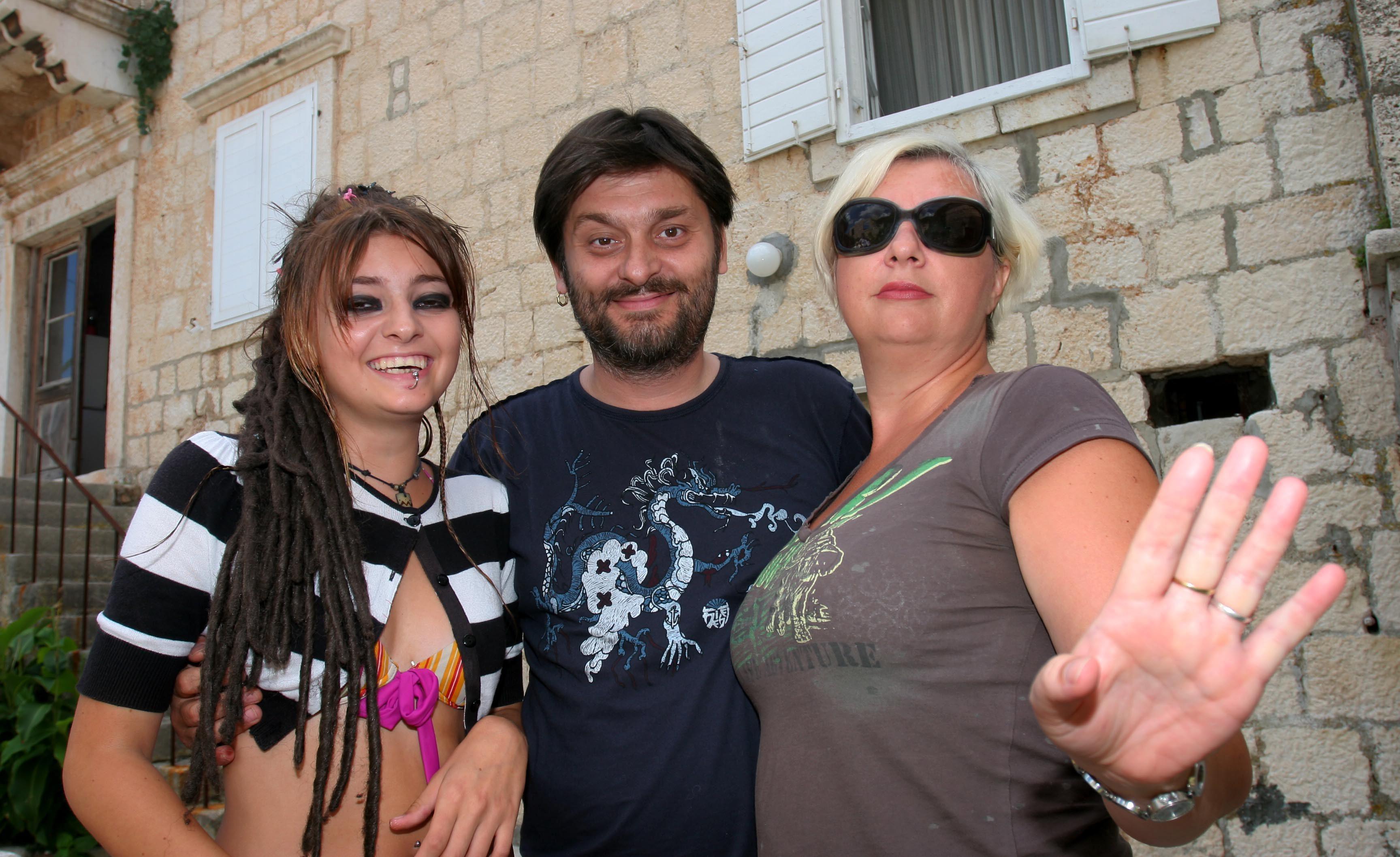 split,sutivan140806 Dvornikovi Dino,Danijela i Ela Foto:Duje Klaric -studio-