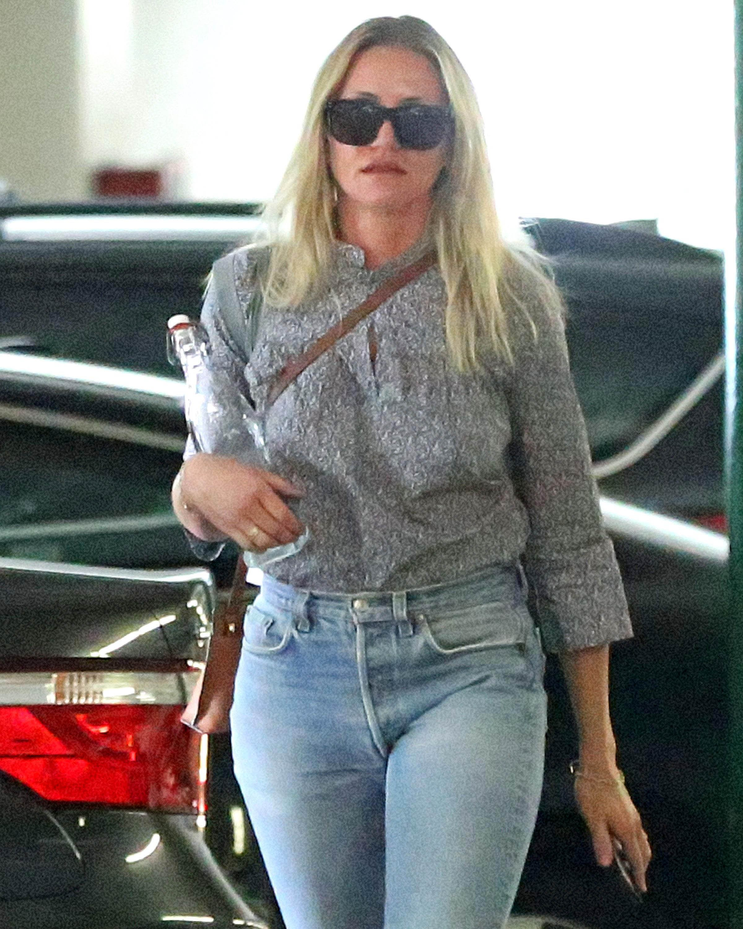 Exclusive, Los Angeles, CA - 8/18/2017 - Cameron Diaz Carrying a Glass Water Bottle as she Arrives for a Meeting  -PICTURED: Cameron Diaz -, Image: 346026335, License: Rights-managed, Restrictions: Exclusive, Model Release: no, Credit line: Profimedia, INSTAR Images