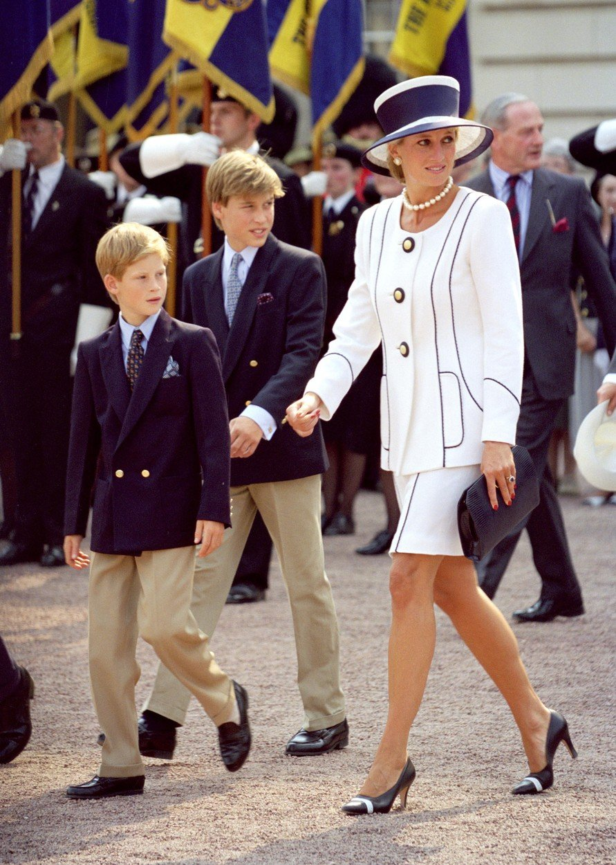 THE PRINCESS OF WALES AND PRINCES WILLIAM & HARRY ATTEND THE VJ DAY 50th ANNIVERSARY CELEBRATIONS IN LONDON. PICTURE: UK PRESS, Image: 105897797, License: Rights-managed, Restrictions: , Model Release: no, Credit line: Profimedia, Press Association