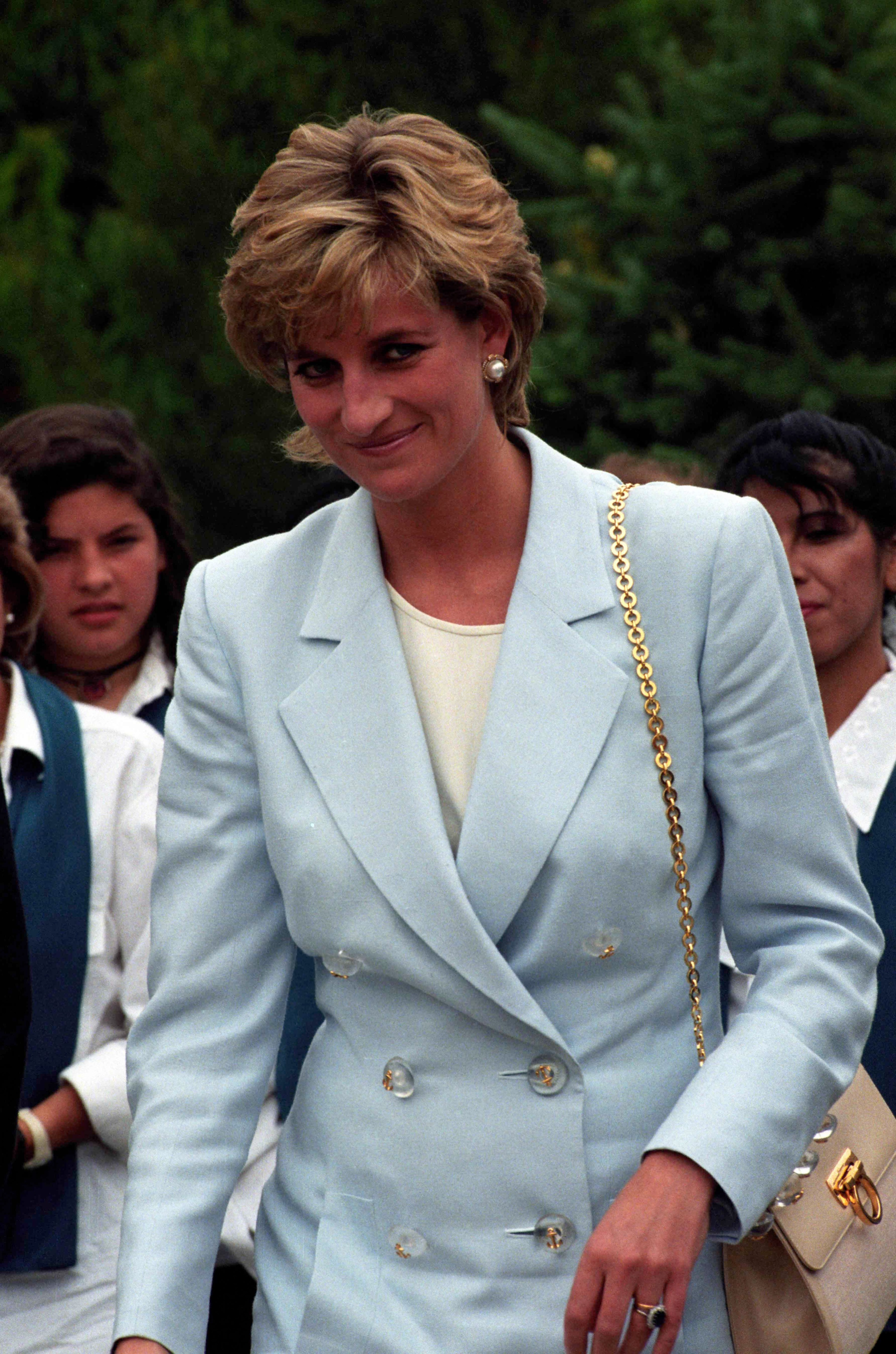 December 1995: Princess Diana visits a traditional tea house in the town of Patagonia during a visit to Argentina.. 16/11/2010: Kate Middleton (Catherine Middleton) Receives Princess Diana's engagement ring. Clarence House have today announced that Prince William and Kate Middleton are to get married next spring/summer 2011. Credit: Ken Goff/GoffPhotos.com     Ref: KGC-22  Clarence House have today announced that Prince William and Kate Middleton are to get married next spring/summer 2011., Image: 87519881, License: Rights-managed, Restrictions: , Model Release: no, Credit line: Profimedia, Goff Photos