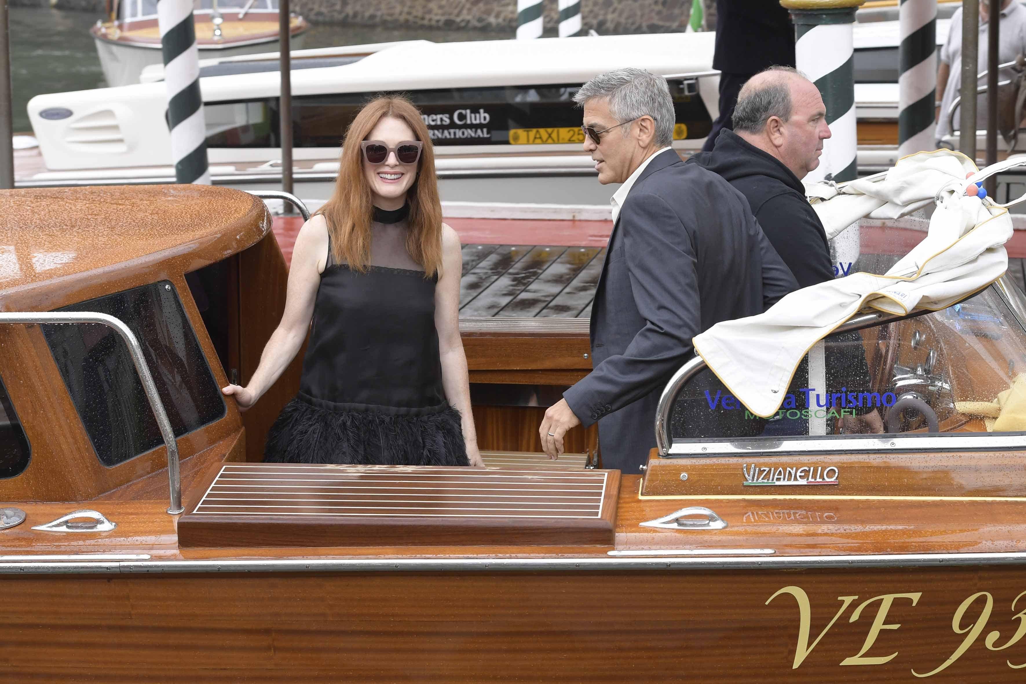 01/09/2017 Venezia spettacolo Arrivo alla darsena dell'Hotel Excelsior al Lido di Vnezia di George Clooney e Julianne Moore. Nella foto: George Clooney, Julianne Moore, Image: 347961528, License: Rights-managed, Restrictions: , Model Release: no, Credit line: Profimedia, LaPresse