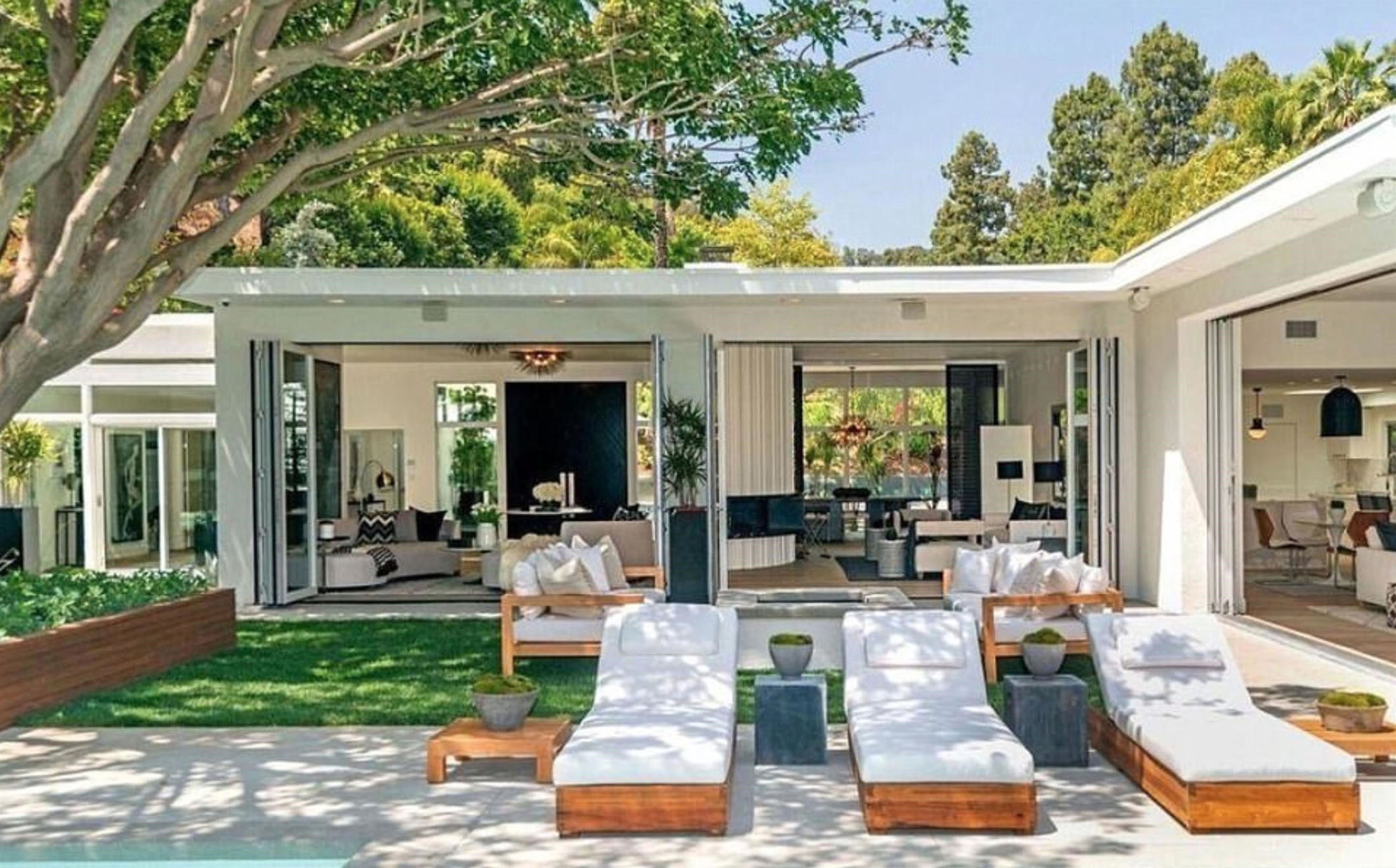 ** RIGHTS: WORLDWIDE EXCEPT IN UNITED STATES ** Los Angeles, CA  - Cindy Crawford and Randy Gerber splash out  million on new Beverly Hills home. The Hollywood couple put their luxury Malibu abode on the market in November 2016 for a cool million - and now they have swapped their seaside home for a jaw-dropping pad in Beverly Hills. According to US reports, they purchased the one-storey contemporary home  in the idyllic 90210 zip code for million. The property is located in trhe neighbourhood of Trousdale Estates and was originally listed for an eye-water .75million. The deal reportedly closed earlier this week with the dynamic couple purchasing the home from OneRepublic singer Ryan Tedder - who has worked with U2, Beyonce, Adele and Ed Sheeran. Cindy and Rande's four bedroom property is equipped with an impressive outdoor area and pool and a fire pit. The modern home boasts an open plan living area and kitchen which flows perfectly into their manicured lawns and incredible view over the city with the help of folding glass doors. Flooding  Pictured: Cindy Crawford, Randy Gerber  BACKGRID UK 14 SEPTEMBER 2017, Image: 349341296, License: Rights-managed, Restrictions: , Model Release: no, Credit line: Profimedia, Xposurephotos