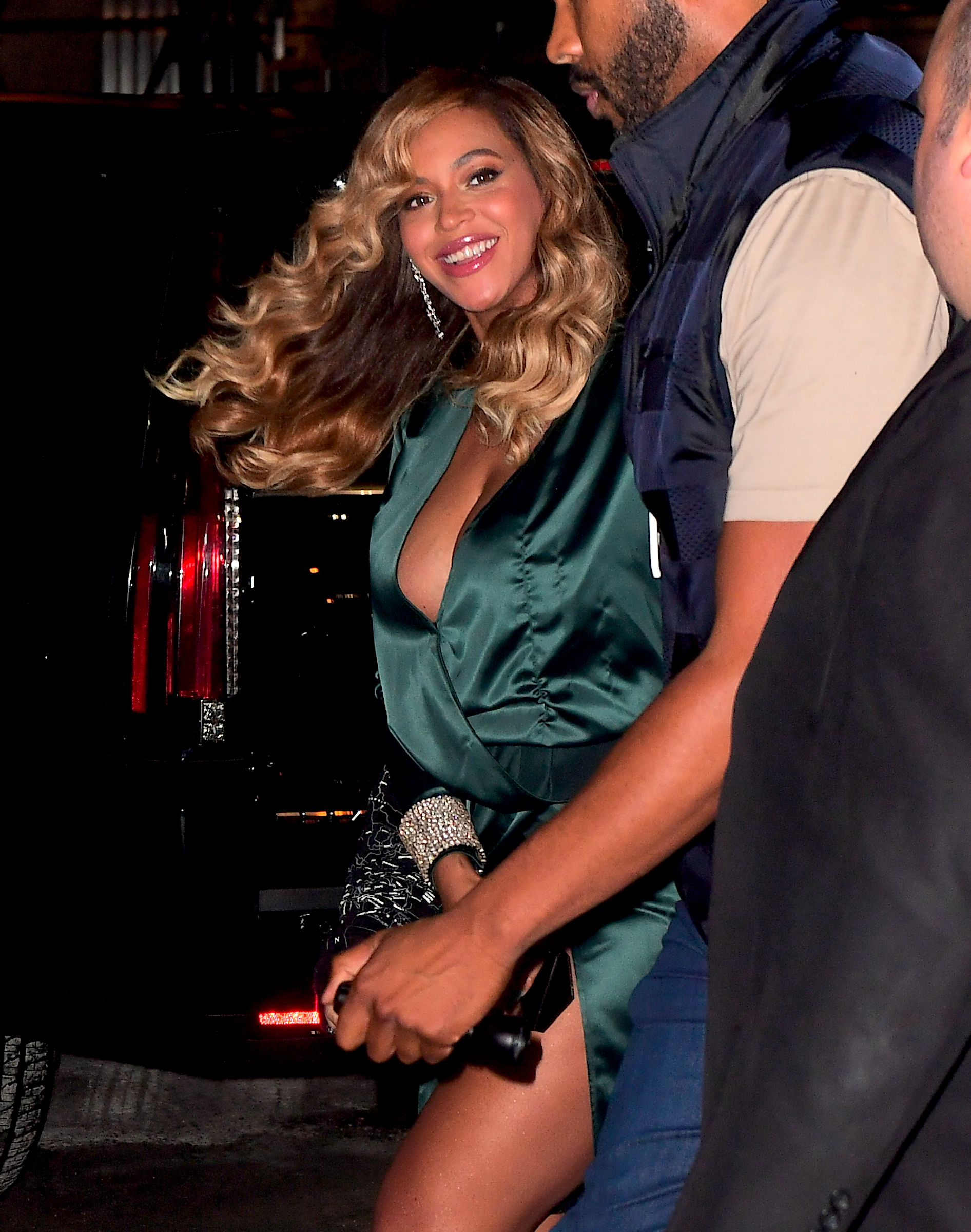 Beyonce was spotted making a stealthy entrance into Rihanna's Diamond Ball in NYC on Thursday. She ducked in the Freight Entrance after Midnight, 4 Hours after the event began. This is her first Public Event since giving birth to her Twins. She looked stunning in an Emerald Dress and a Big Smile. She showed off lots of skin in the low cut dress, while flashing her black Spanks underneath her leggy silk dress. <P> Pictured: Beyonce <B>Ref: SPL1578521  150917  </B><BR/> Picture by: 247PAPS.TV / Splash News<BR/> </P><P> <B>Splash News and Pictures</B><BR/> Los Angeles:310-821-2666<BR/> New York:212-619-2666<BR/> London:870-934-2666<BR/> <span id=