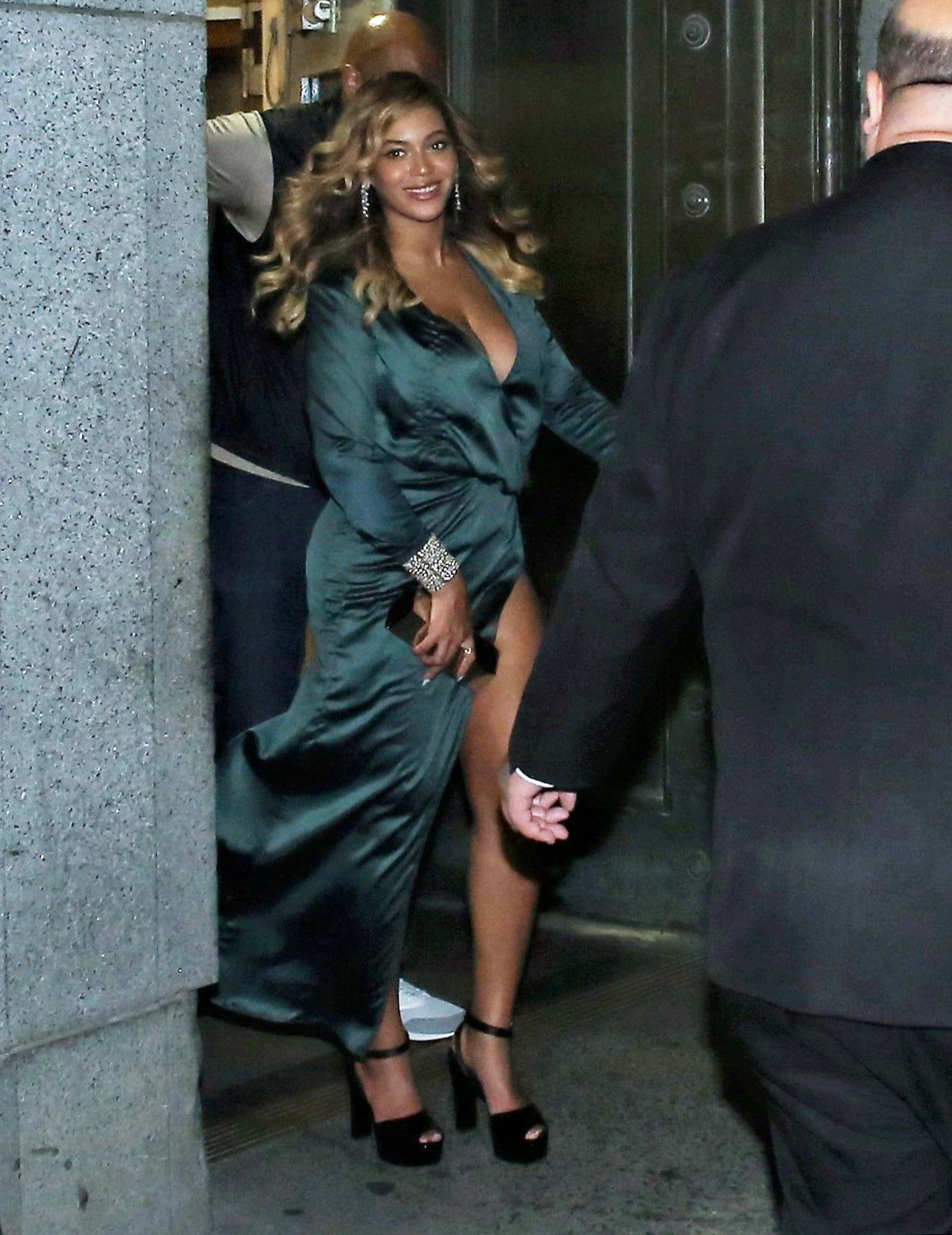 Stepping out for her first red carpet event since giving birth to twins, Beyonce is gorgeous in her green dress as she and hubby Jay Z attend Rihanna's Diamond Ball in NYC. September 14, 2017 Nichole/X17online.com