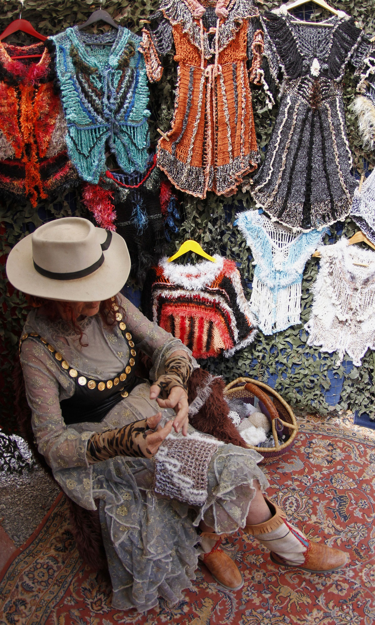 Mora of Germany knits at her clothes stall at the village of Las Dalias on the Balearic island of Ibiza, May 28, 2011. Mora sells clothes since she arrived in Ibiza 48 years ago following the hippie movement.   REUTERS/Enrique Calvo (SPAIN - Tags: SOCIETY) - GM1E75T0HLC01