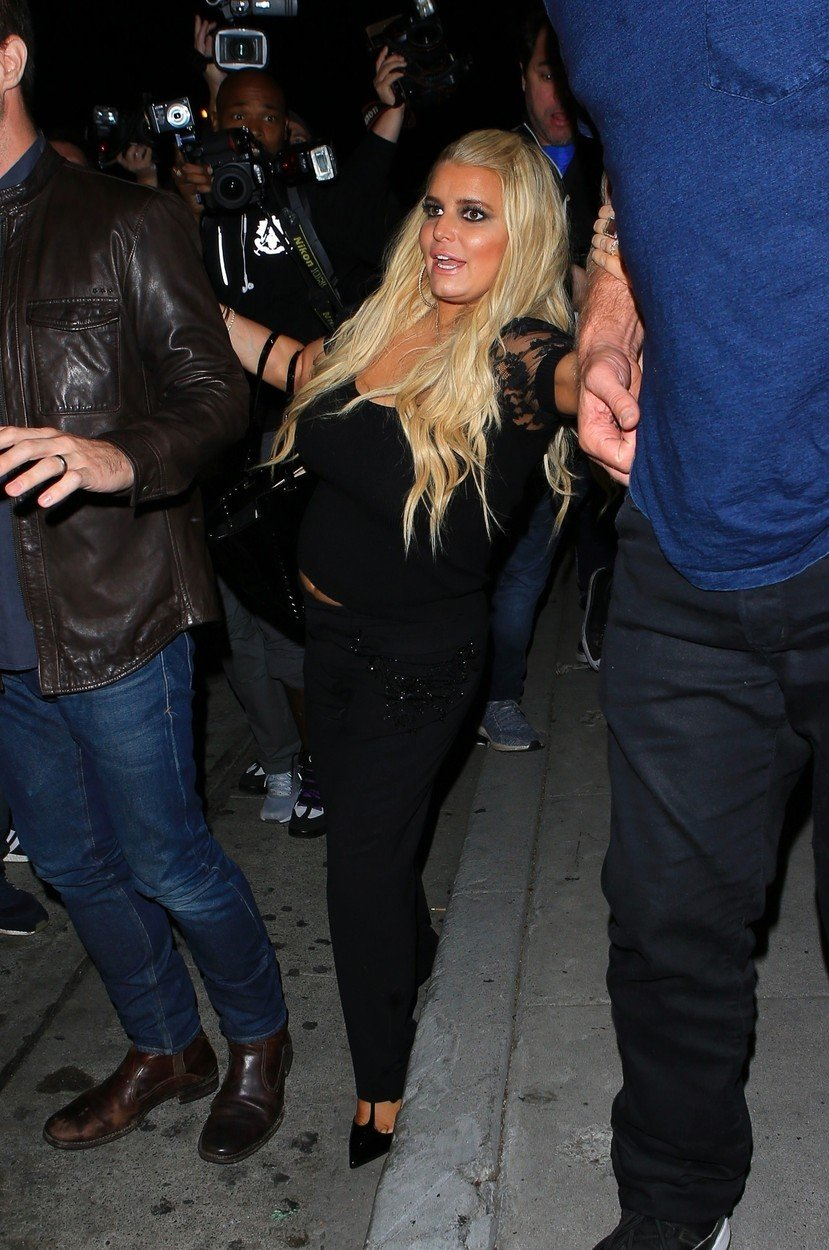 West Hollywood, CA  - Jessica Simpson her husband Eric Johnson were photographed leaving Craig's restaurant in West Hollywood, Jessica looked a little tipsy almost losing her balance of her way to the car.  Pictured:  Jessica Simpson and Eric Johnson  BACKGRID USA 20 SEPTEMBER 2017, Image: 349954817, License: Rights-managed, Restrictions: , Model Release: no, Credit line: Profimedia, AKM-GSI