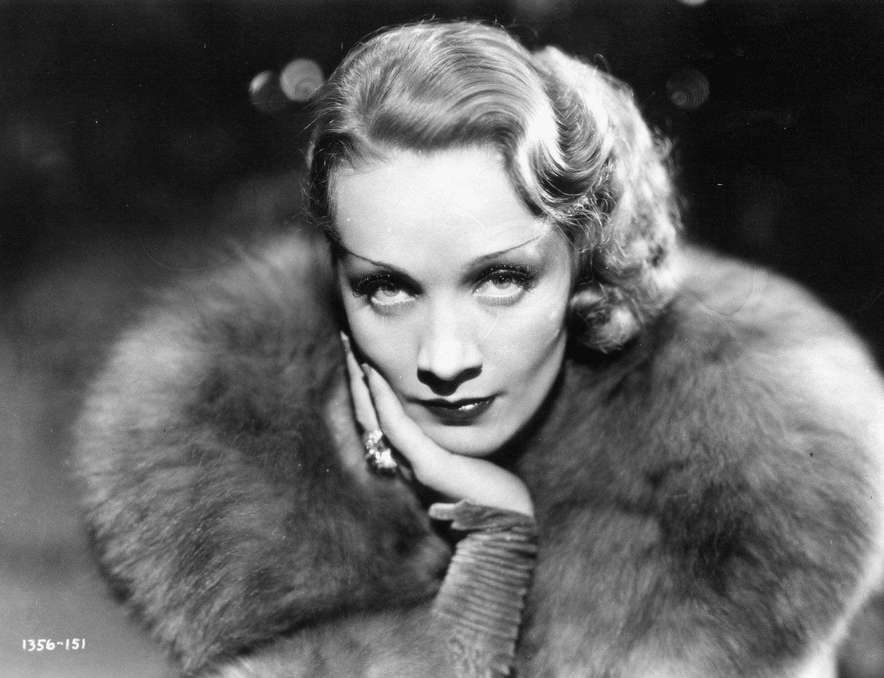 """Dietrich, Marlene Filmschauspielerin und Sängerin, Berlin 27.12.1901 – Paris 6.5.1992.  Rollenbild in """"Schanghai-Express"""" (Shanghai Express).  Foto, 1932., Image: 147360485, License: Rights-managed, Restrictions: For editorial use only., Model Release: no, Credit line: Profimedia, AKG"""