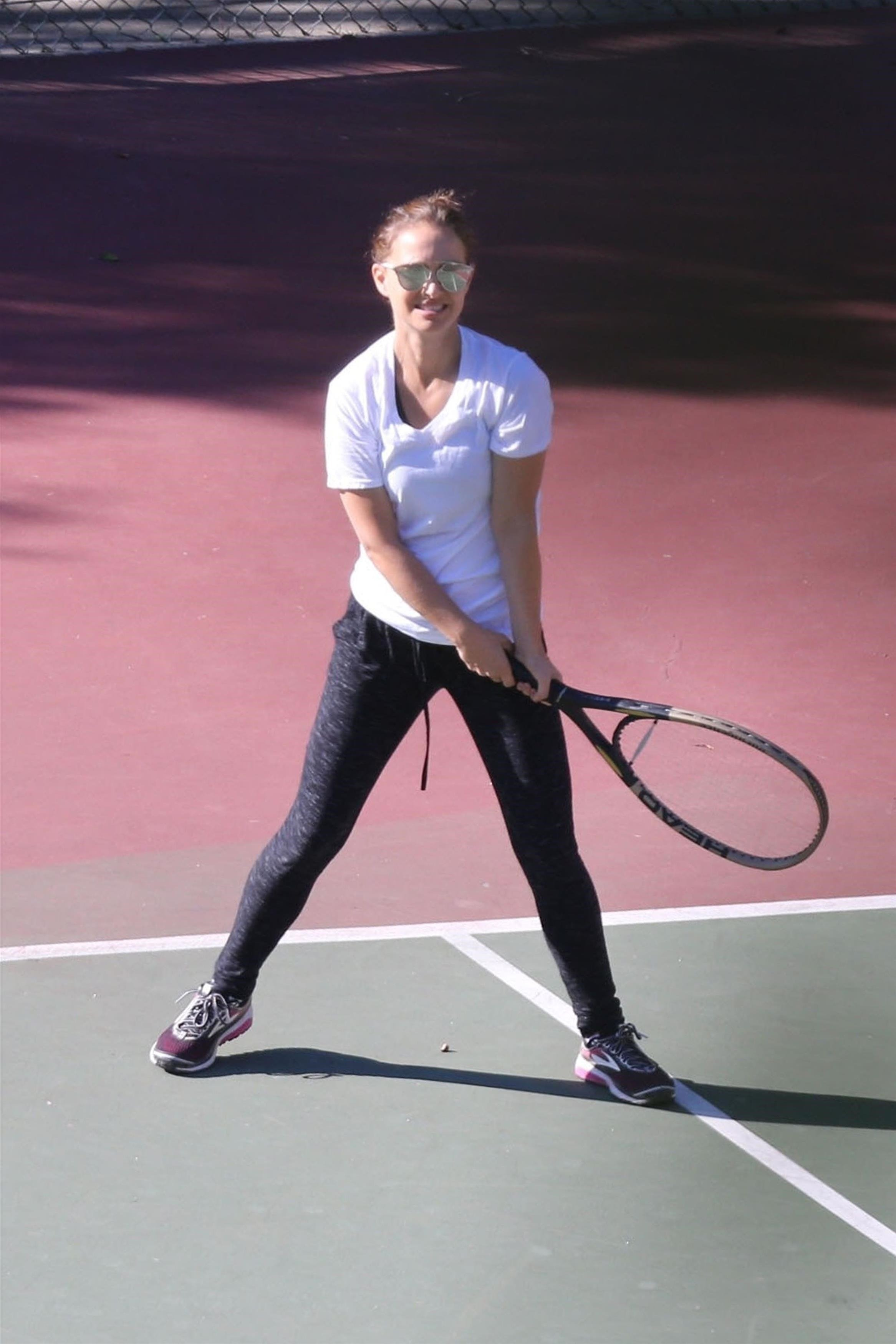Los Angeles, CA  - *EXCLUSIVE*  - Actress Natalie Portman and a friend enjoy an early morning tennis lesson in Los Angeles. Natalie was all smiles as she did her best to hit the balls back across the court.  Pictured: Natalie Portman  BACKGRID USA 27 SEPTEMBER 2017   USA: +1 310 798 9111 / usasales@backgrid.com  UK: +44 208 344 2007 / uksales@backgrid.com  *UK Clients - Pictures Containing Children Please Pixelate Face Prior To Publication*, Image: 350751314, License: Rights-managed, Restrictions: , Model Release: no, Credit line: Profimedia, AKM-GSI