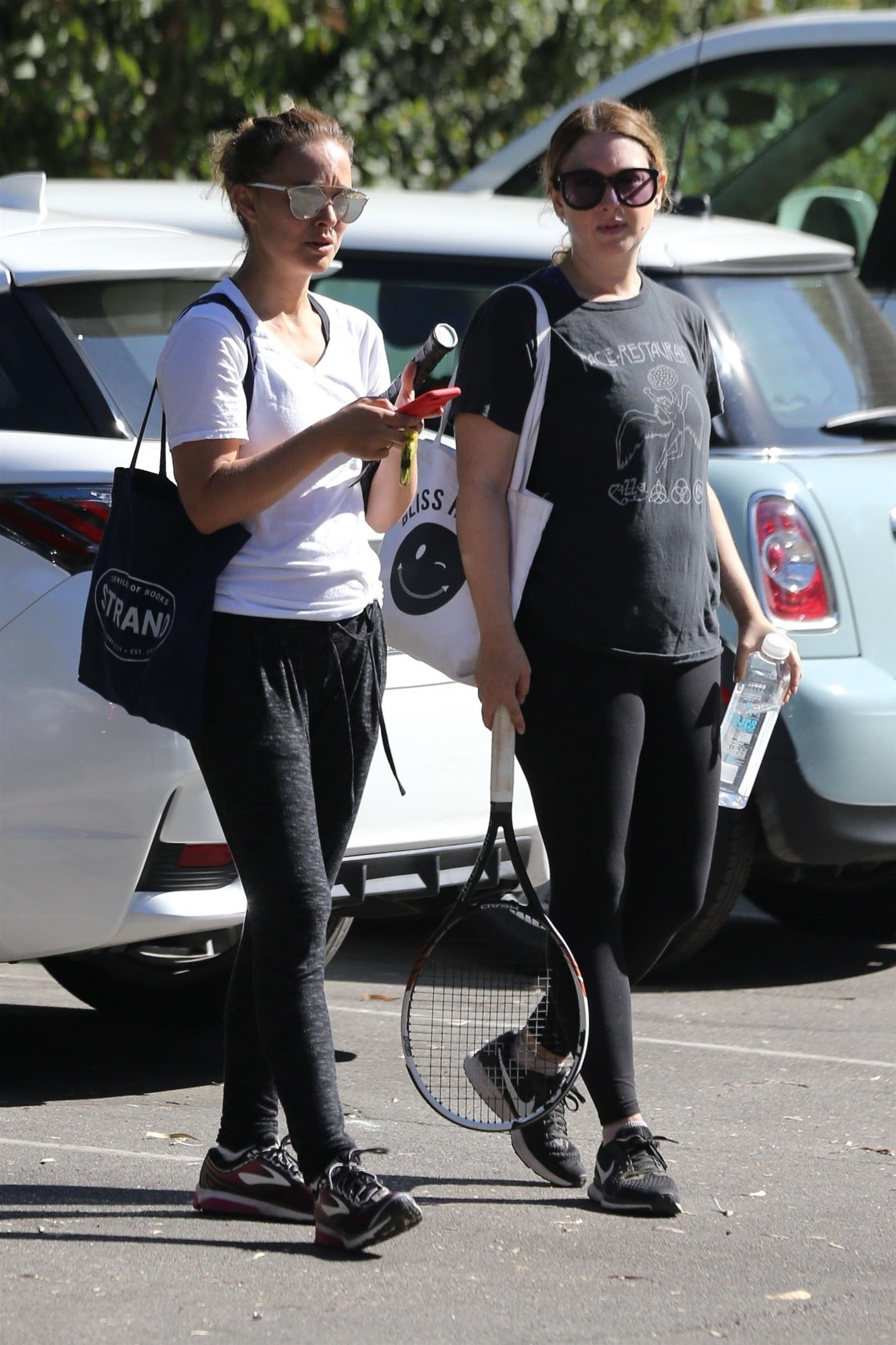 Los Angeles, CA  - *EXCLUSIVE*  - Actress Natalie Portman and a friend enjoy an early morning tennis lesson in Los Angeles. Natalie was all smiles as she did her best to hit the balls back across the court.  Pictured: Natalie Portman  BACKGRID USA 27 SEPTEMBER 2017   USA: +1 310 798 9111 / usasales@backgrid.com  UK: +44 208 344 2007 / uksales@backgrid.com  *UK Clients - Pictures Containing Children Please Pixelate Face Prior To Publication*, Image: 350751753, License: Rights-managed, Restrictions: , Model Release: no, Credit line: Profimedia, AKM-GSI