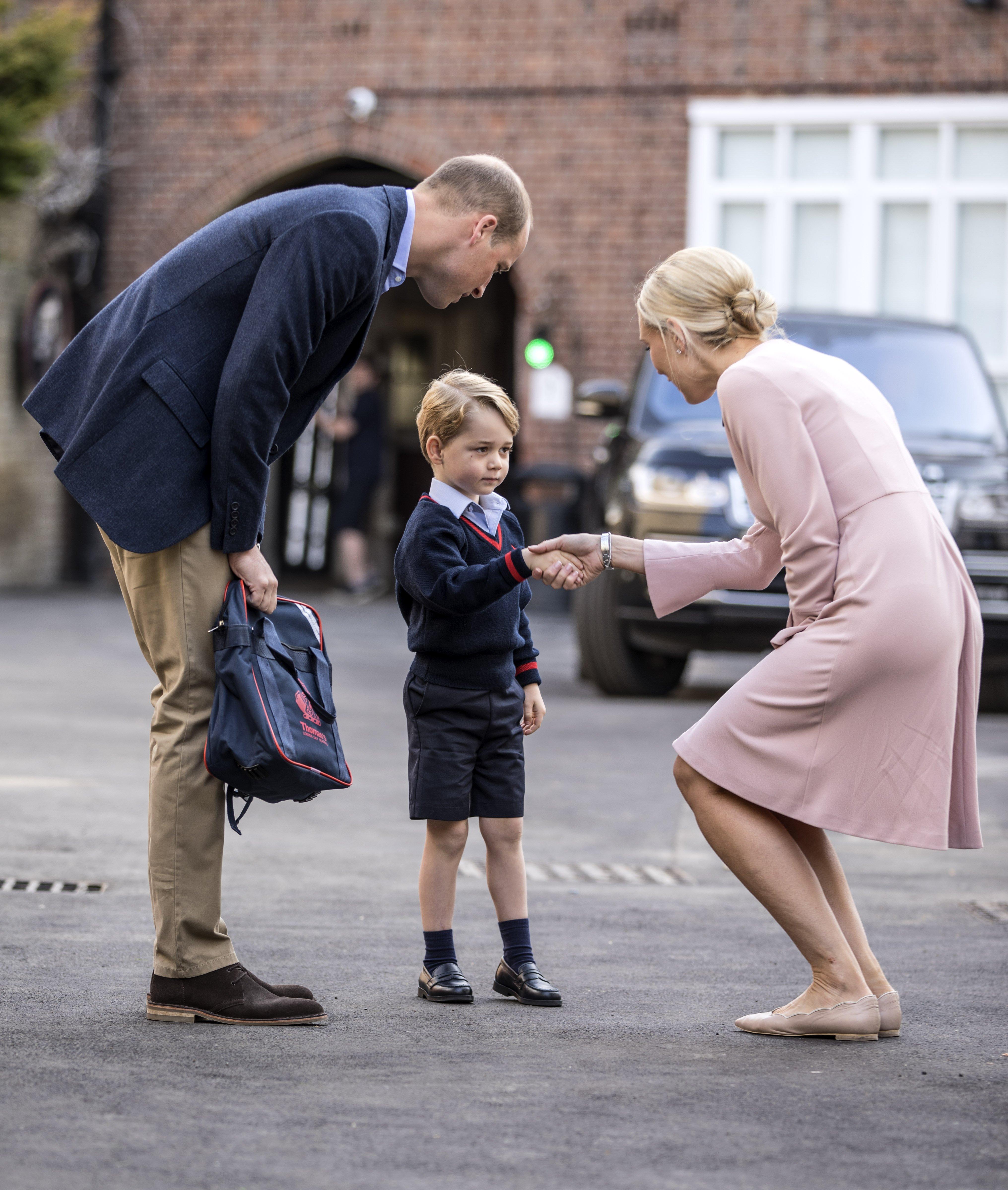 Fotografija princa Georgea na prvi dan škole i upoznavanje s učiteljicom obišla je svijet