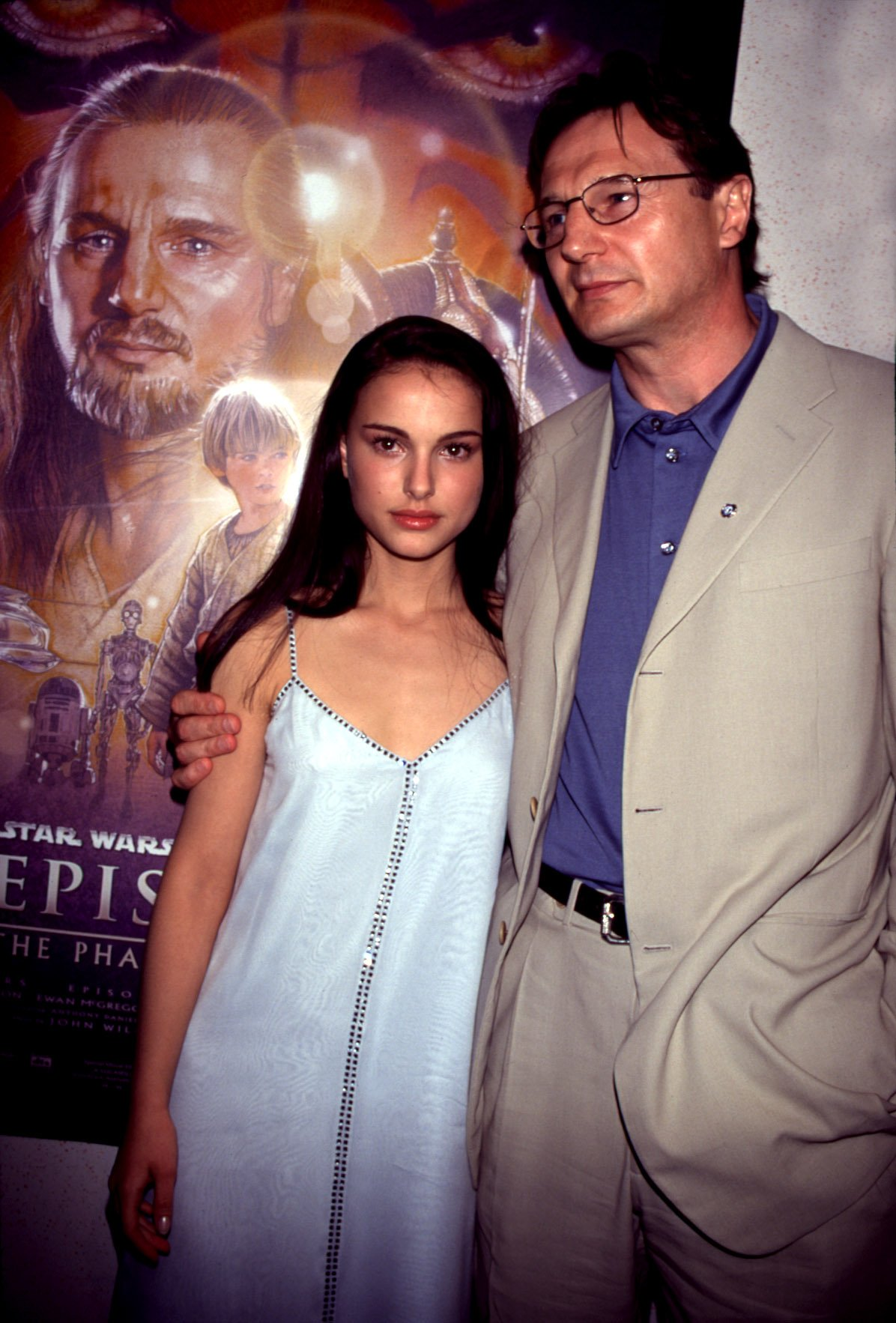 Natalie Portman (in a Gucci dress), Liam Neeson at the New York charity premiere of PHANTOM MENACE, 5/16/99, Image: 98345526, License: Rights-managed, Restrictions: For usage credit please use; Sean Roberts/Everett Collection, Model Release: no, Credit line: Profimedia, Everett