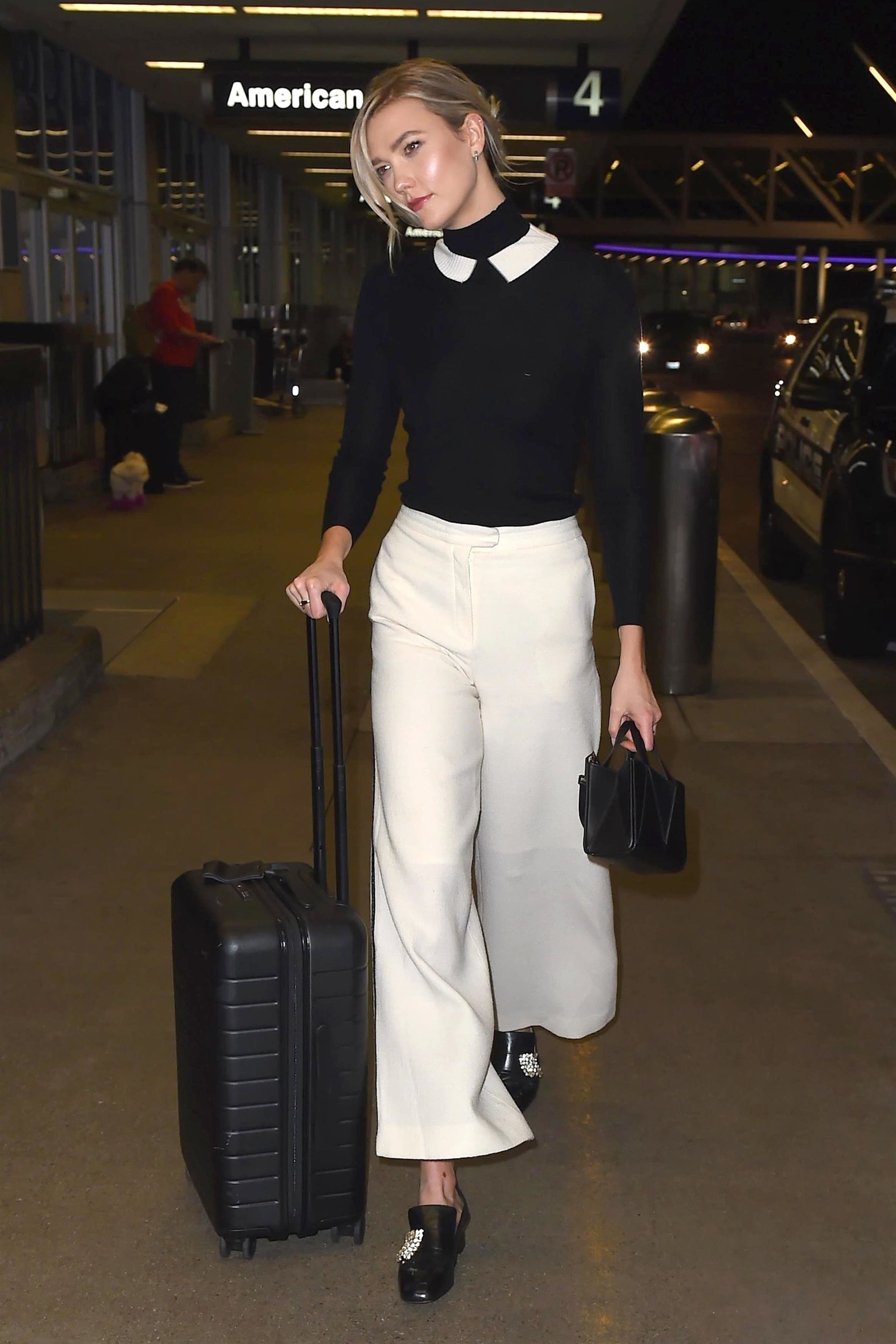 Los Angeles, CA  - *EXCLUSIVE*  - Supermodel Karlie Kloss was looking airport chic as she headed through LAX in Los Angeles, CA. Karlie was sin a good mood, sporting her signature smile as headed outside.  Pictured: Karlie Kloss    *UK Clients - Pictures Containing Children Please Pixelate Face Prior To Publication*, Image: 359922407, License: Rights-managed, Restrictions: , Model Release: no, Credit line: Profimedia, AKM-GSI