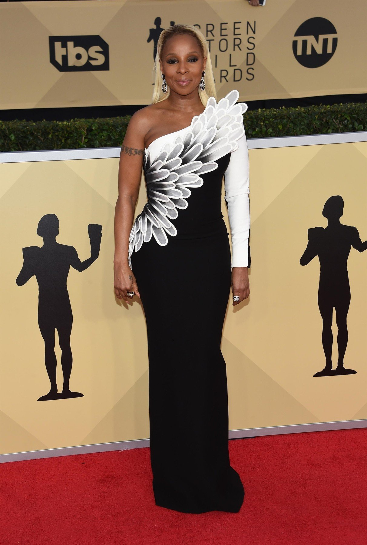 ** RIGHTS: WORLDWIDE EXCEPT IN FRANCE ** Los Angeles, CA  - Celebrities attend the 24th annual Screen Actors Guild Awards held at The Shrine Auditorium in Los Angeles, CA.  Pictured: Mary J. Blige    *UK Clients - Pictures Containing Children Please Pixelate Face Prior To Publication*, Image: 360908901, License: Rights-managed, Restrictions: , Model Release: no, Credit line: Profimedia, AKM-GSI
