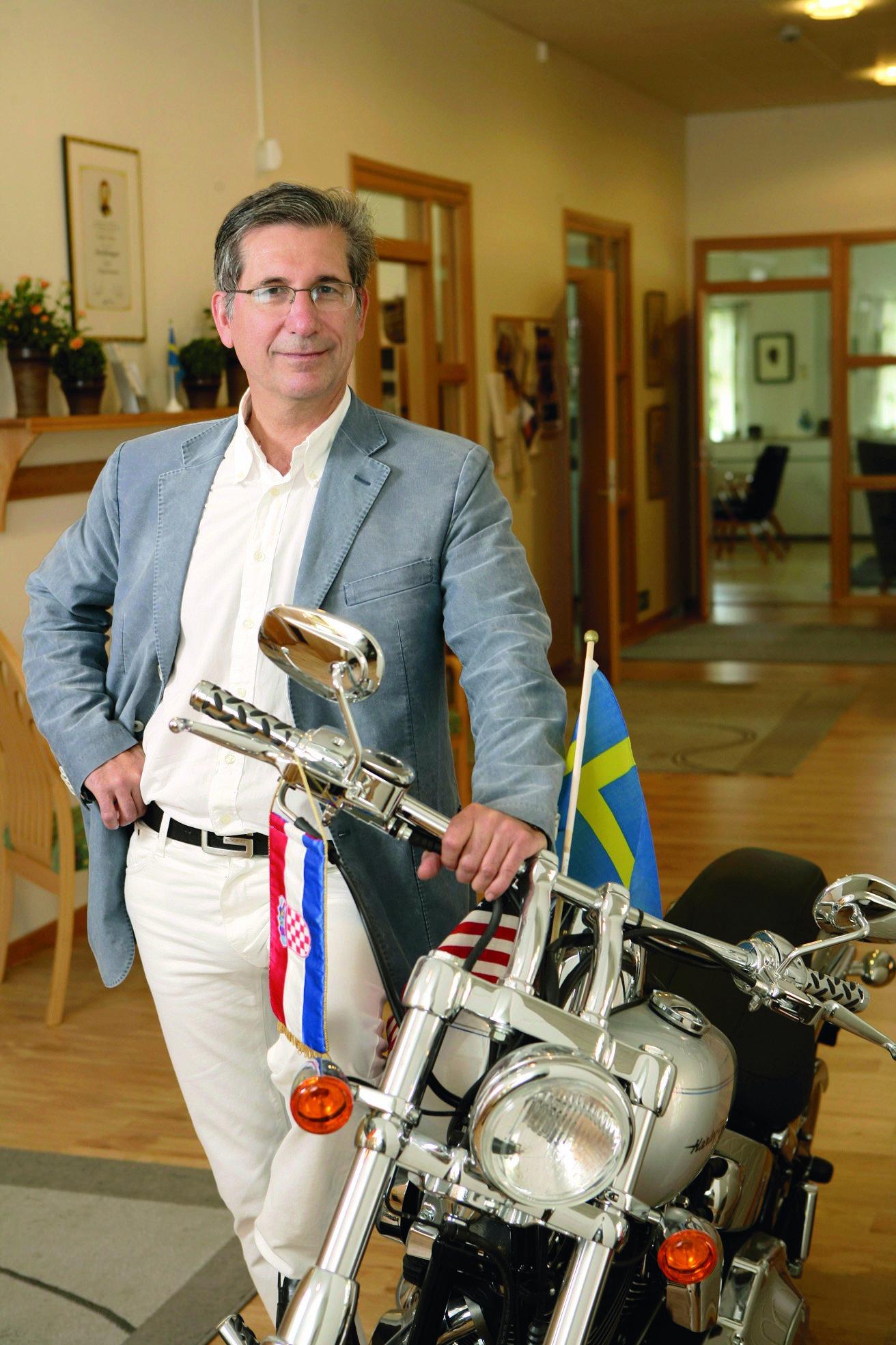 Darko Pervan rođen je u Zagrebu prije 71 godinu, ali je s osam završio u Švedskoj