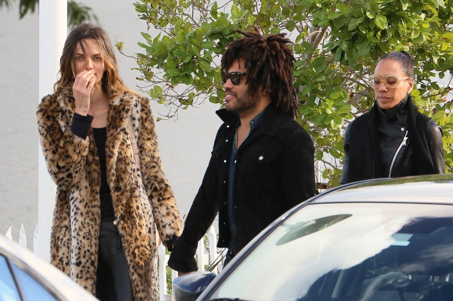 Miami Beach, FL  - *EXCLUSIVE*  - Lenny Kravitz enjoys a day out with his new girlfriend. The new couple lunch with Barbara Becker (Boris Becker's ex wife). The new couple look happy as they kiss and hug while out for a stroll.  Pictured: Lenny Kravitz  BACKGRID USA 7 JANUARY 2018, Image: 359503021, License: Rights-managed, Restrictions: , Model Release: no, Credit line: Profimedia, AKM-GSI