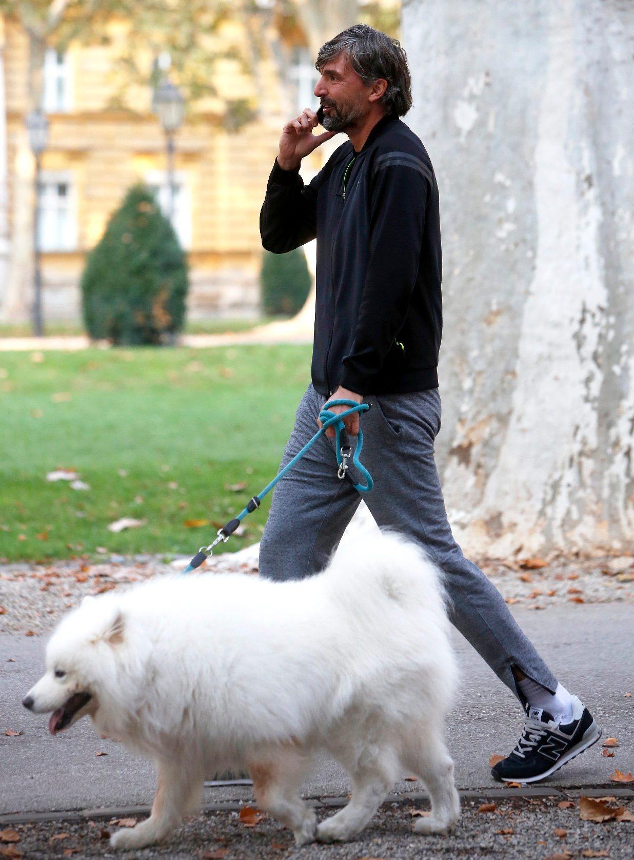 Zagreb, 101018. Park Zrinjevac. Goran Ivanisevic cesto svojeg ljubimca sece parkom Zrinjevac.  Foto: Damjan Tadic / CROPIX