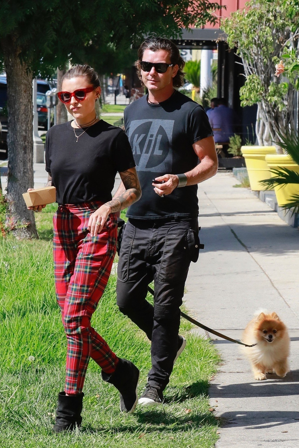Studio City, CA  - *EXCLUSIVE*  - Gavin Rossdale and girlfriend Sophia Thomalla during a lunch outing in Studio City. Gavin and Sophia look happy as they walk to their car arm in arm with Gavin's Pomeranian.  Pictured: Sophia Thomalla, Gavin Rossdale    *UK Clients - Pictures Containing Children Please Pixelate Face Prior To Publication*, Image: 390465012, License: Rights-managed, Restrictions: , Model Release: no, Credit line: Profimedia, AKM-GSI