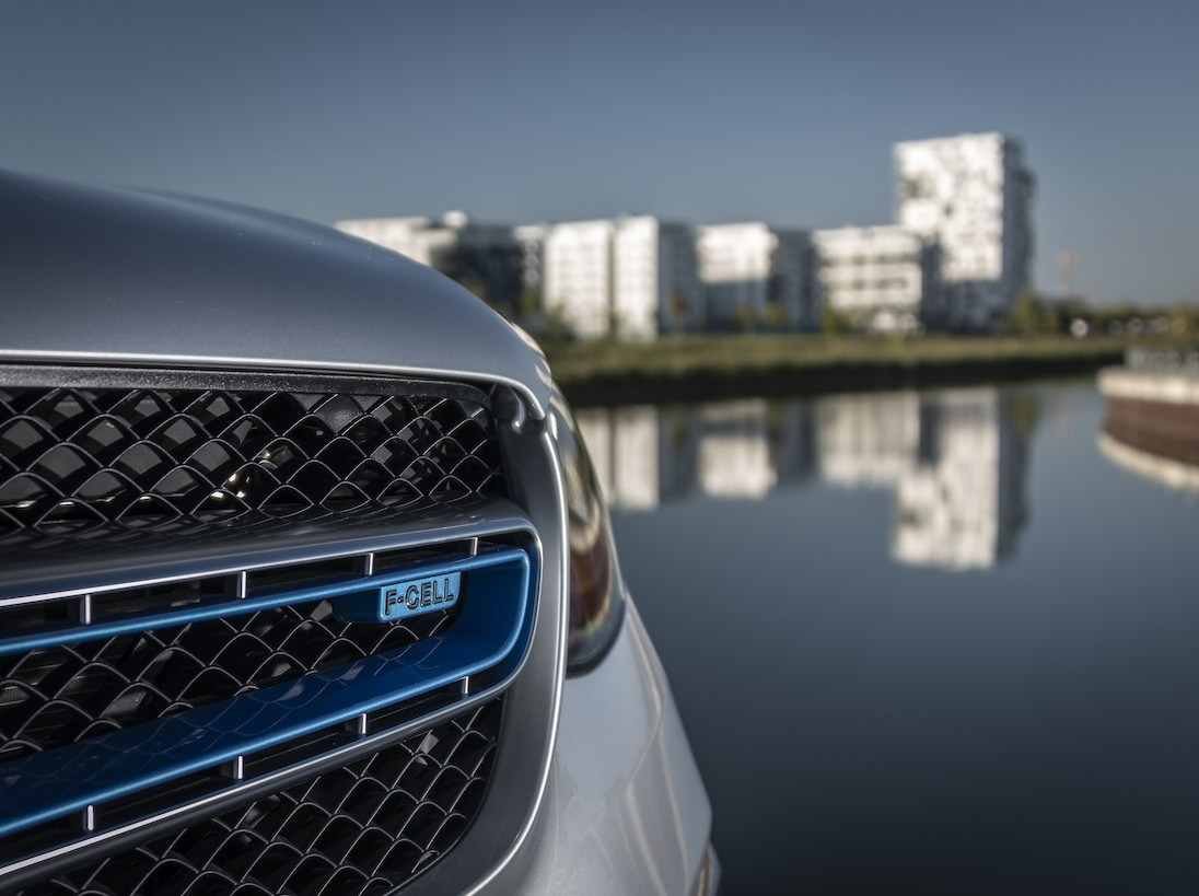 Driven by EQ Stuttgart 2018  Mercedes-Benz GLC F-Cell, Iridiumsilber-Metallic, Leder Schwarz Anthrazit. Wasserstoffverbrauch kombiniert: 0,34 kg/100 km, CO2-Emissionen kombiniert: 0 g/km, Stromverbrauch kombiniert: 13,7 kWh/100 km (vorläufige Angaben) //  Mercedes-Benz GLC F-Cell, iridium silver metallic,  Leather antracite black .  Hydrogen consumption combined: 0.34 kg/100km, CO2 emissions combined: 0 g/km, Power consumption combined: 13.7 kWh/100 km (provisional data)