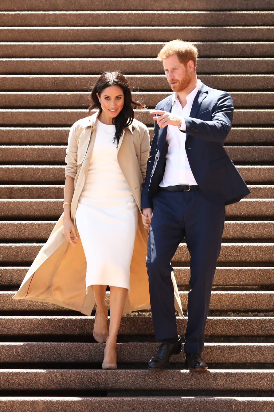 SYDNEY, AUSTRALIA - OCTOBER 16:  Prince Harry, Duke of Sussex (R) and Meghan, Duchess of Sussex (L) arrive at the Sydney Opera House on October 16, 2018 in Sydney, Australia. The Duke and Duchess of Sussex are on their official 16-day Autumn tour visiting cities in Australia, Fiji, Tonga and New Zealand.  (Photo by Mark Metcalfe/Getty Images)