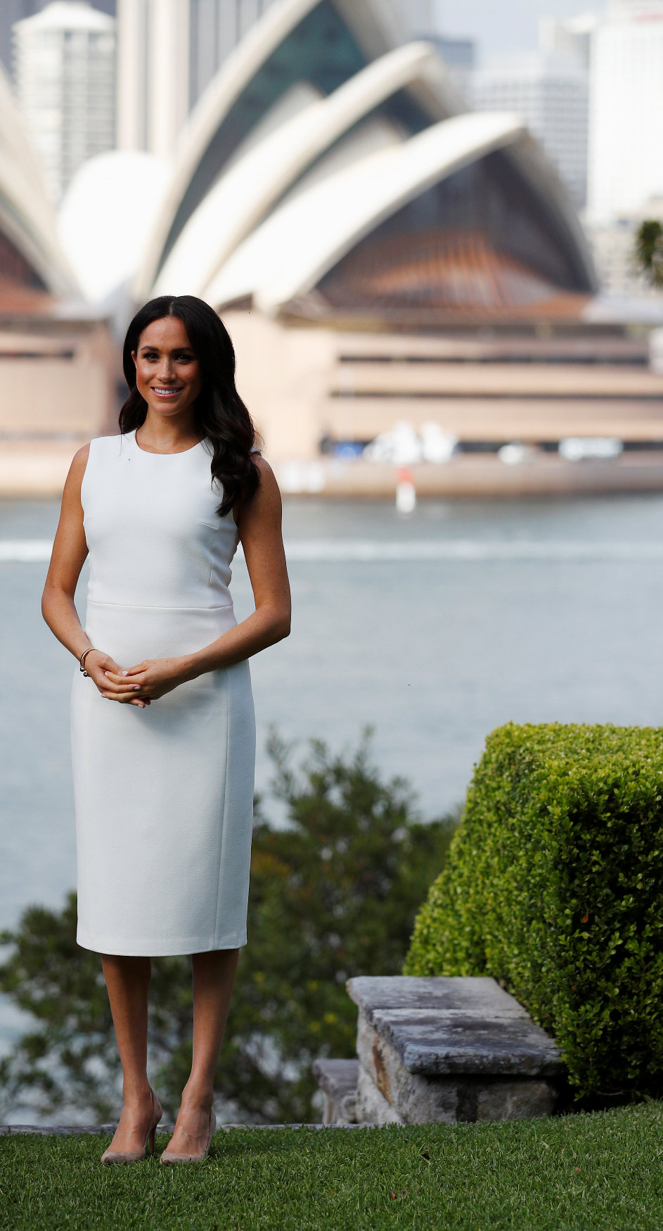 SYDNEY, AUSTRALIA - OCTOBER 16: Meghan, Duchess of Sussex poses during a Welcome Event at Admiralty House on October 16, 2018 in Sydney, Australia. The Duke and Duchess of Sussex are on their official 16-day Autumn tour visiting cities in Australia, Fiji, Tonga and New Zealand. (Photo by Phil Noble -  Pool/Getty Images)