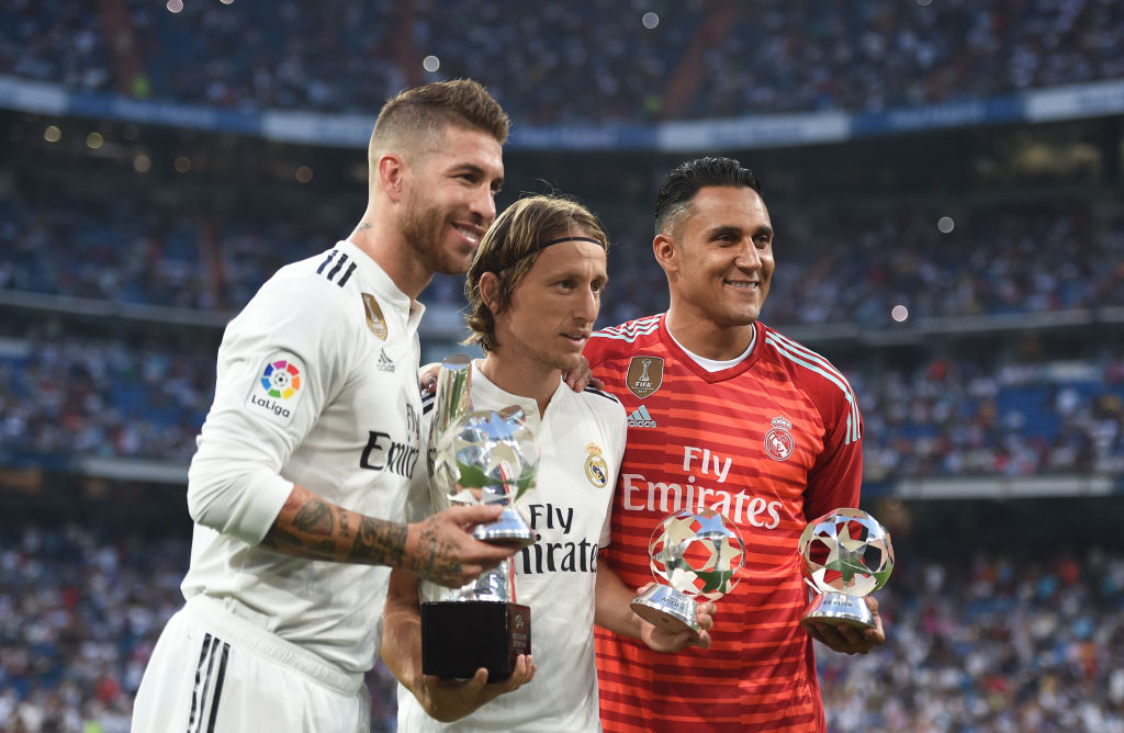 MADRID, SPAIN - SEPTEMBER 01:  Sergio Ramos (left) Luka Modric (centre) and Keylor Navas of Real Madrid celebrate their 2017/18 UEFA Men's Defender, Player of the Year and Goalkeeper of the year awards respectively before the La Liga match between Real Madrid CF and CD Leganes at Estadio Santiago Bernabeu on September 1, 2018 in Madrid, Spain. (Photo by Denis Doyle/Getty Images)