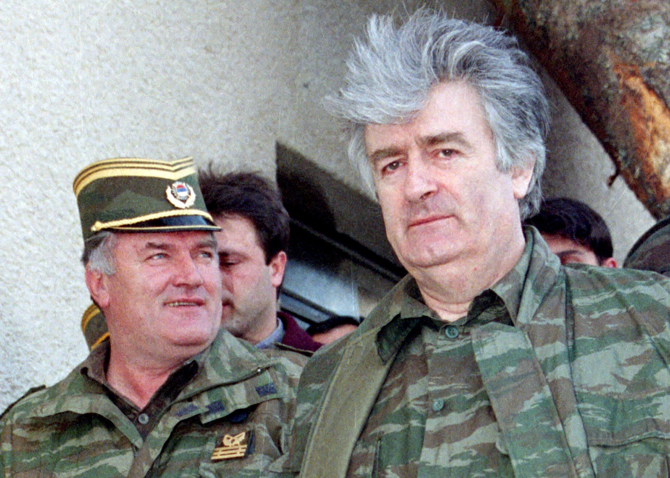 Ratko Mladić (lijevo) i Radovan Karadžić (desno)
