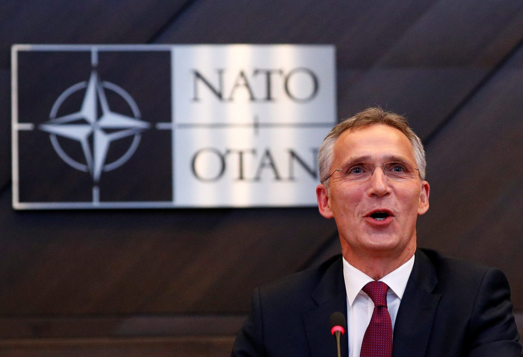 2018-10-03T144008Z_1600555117_RC1A5FCF8E70_RTRMADP_3_NATO-DEFENCE