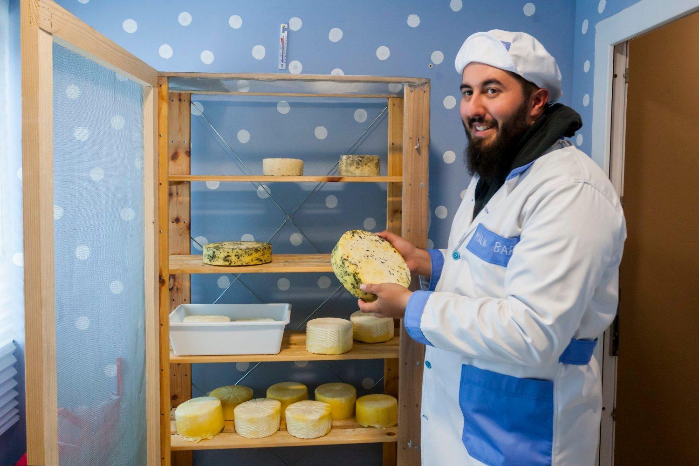 Gornja Pacetina, 011018.  OPG Mario Krog. Mario Krog proizvodi sireve i jogurte od kozjeg mlijeka. Na fotografiji: Mario Krog. Foto: Tomislav Kristo / CROPIX