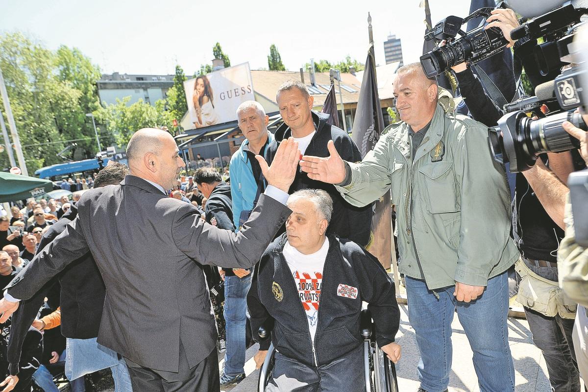 Branitelji u Savskoj ulici u Zagrebu