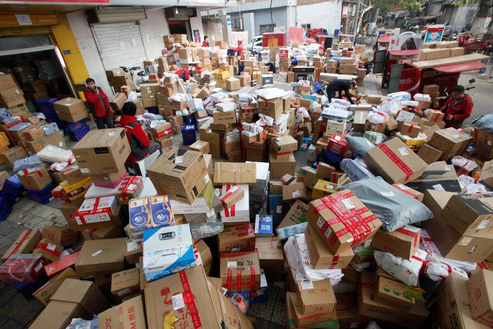 """Ilustracija: skladište puno kutija s robom koja se prodala za """"Dan samaca"""" u Kini"""