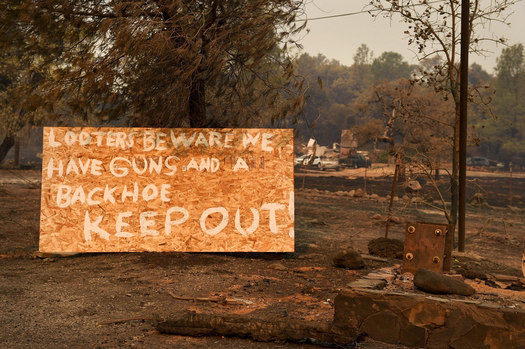 November 12, 2018 - California, U.S. - A sign on Highway 191 in Paradise warning looters to stay away after the Camp Fire destroyed the town.  Photographed Nov. 12, 2018., Image: 395952171, License: Rights-managed, Restrictions: * U.S. Tabloid Rights OUT *, Model Release: no, Credit line: Profimedia, Zuma Press - News