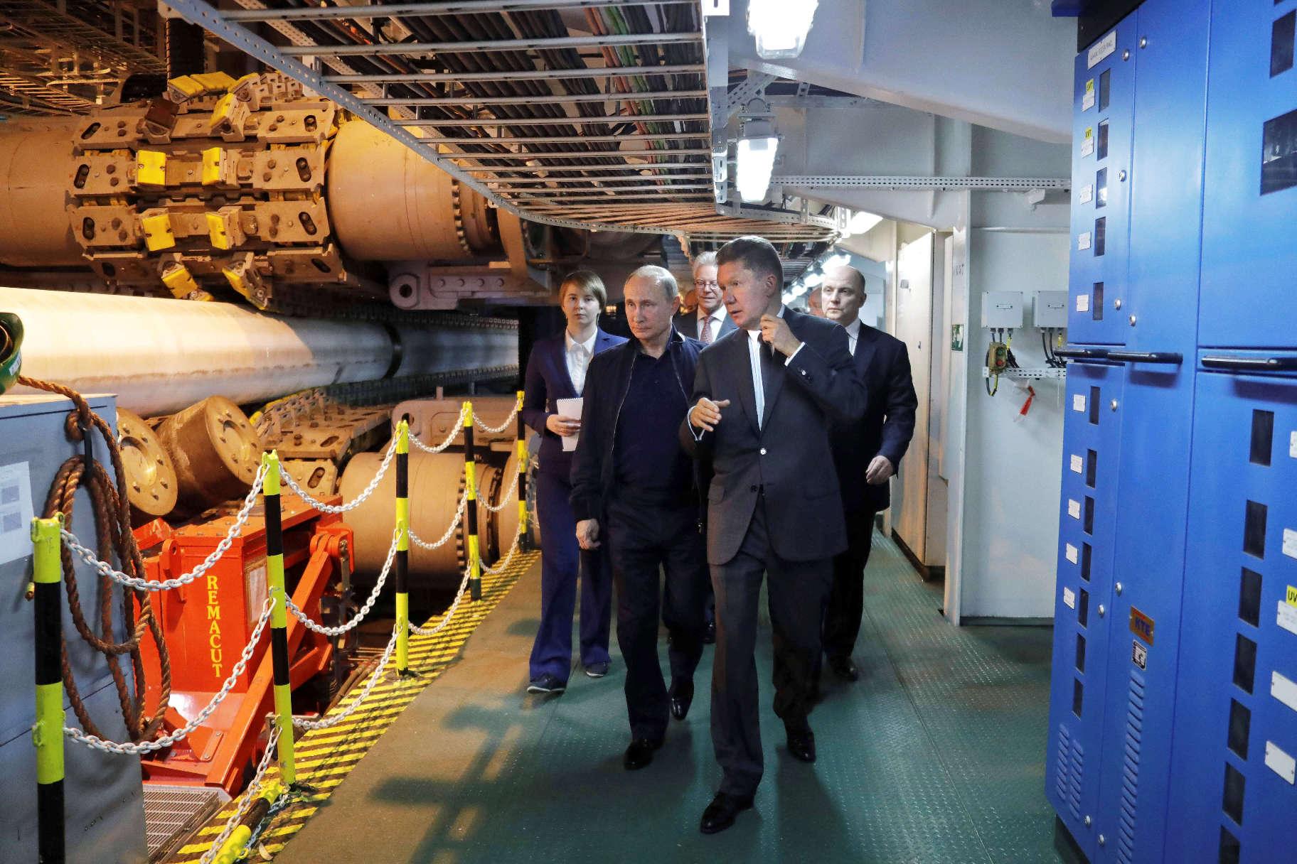 Ruski predsjednik Vladimir Putin i izvršni direktor Gazproma Aleksej Miller nadgledaju izgradnju plinovoda Turski tok