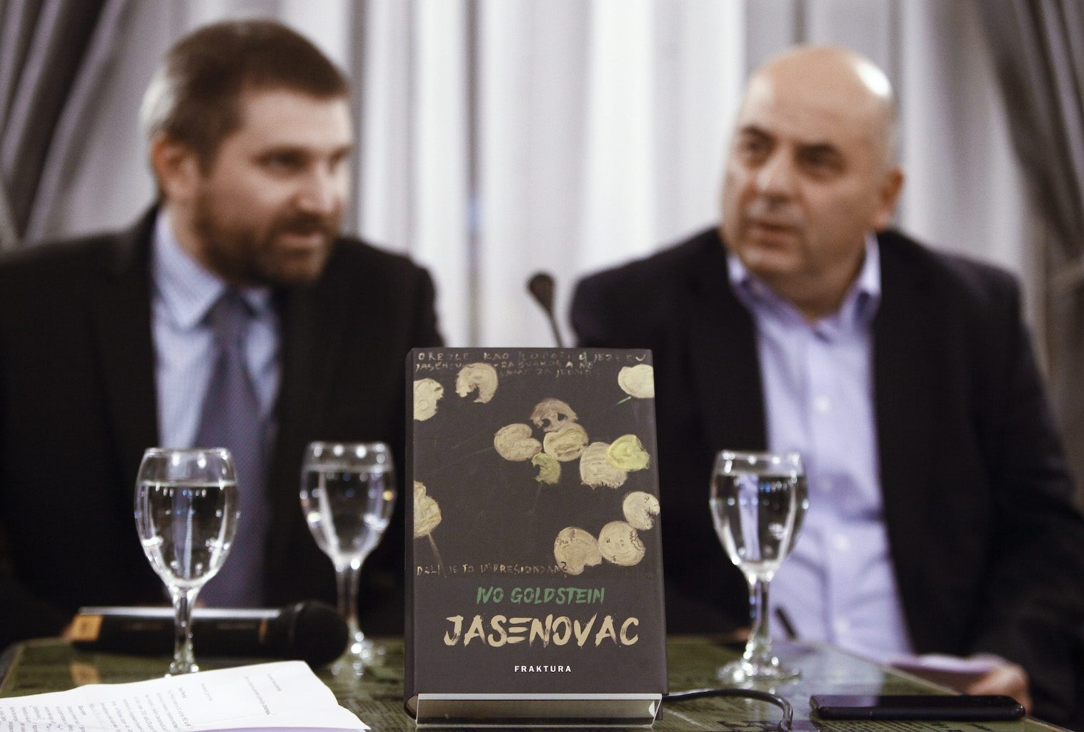 Zagreb, 211118. Novinarski dom, Perkovceva 2. Predstavljanje monografije Jasenovac Ive Goldsteina u Nakladi Frakture. Na fotografiji: monografija. Foto: Zeljko Puhovski / CROPIX