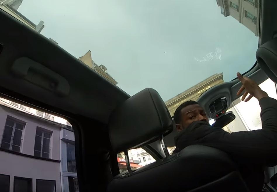 Taksist Enock C pokušava prevariti turiste za cijenu vožnje s aerodroma
