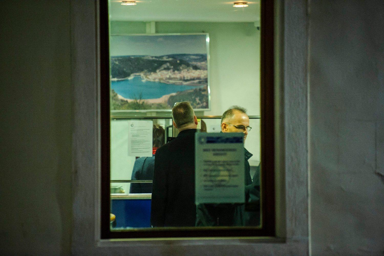 Skradin, 271118. Policijski ocevid nakon pljacke poslovnice Jadranske banke u Skradinu. Foto: Niksa Stipanicev / CROPIX