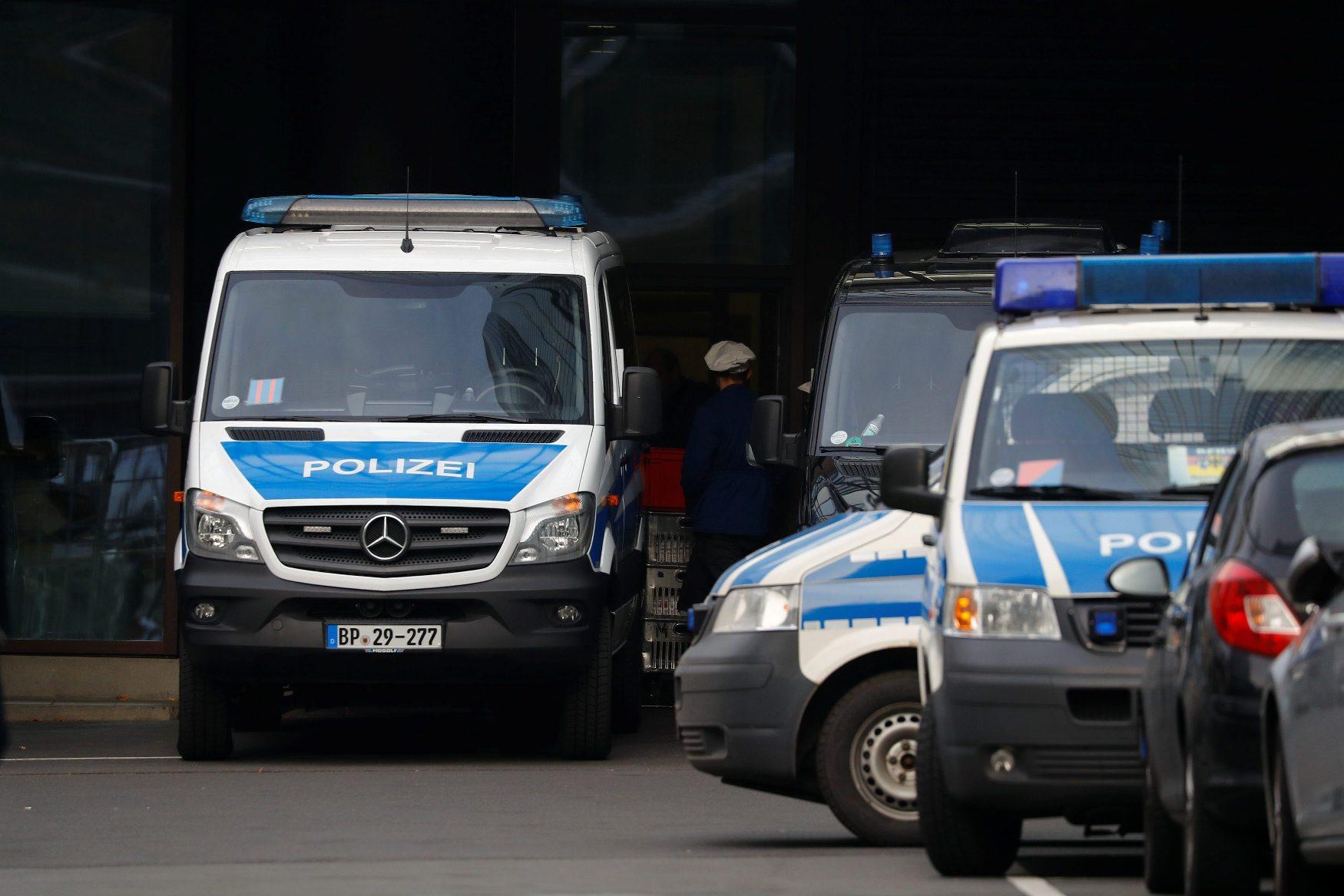 Policijska vozila ispred sjdišta Deutsche Banka