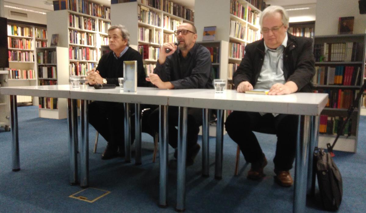 Zdravko Zima, Tomislav Pletenac i Boris Perić na predstavljanju romana 'Povijest paučine' u Knjižnici i čitaonici Bogdan Ogrizović