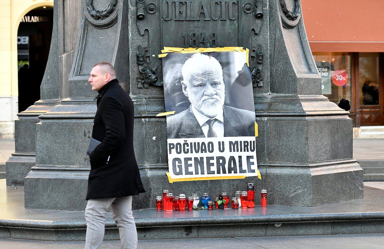 pokojnog generala Praljka prisjetili su se i u Zagrebu - na Trgu bana Josipa Jelačića zapaljene su svijeće
