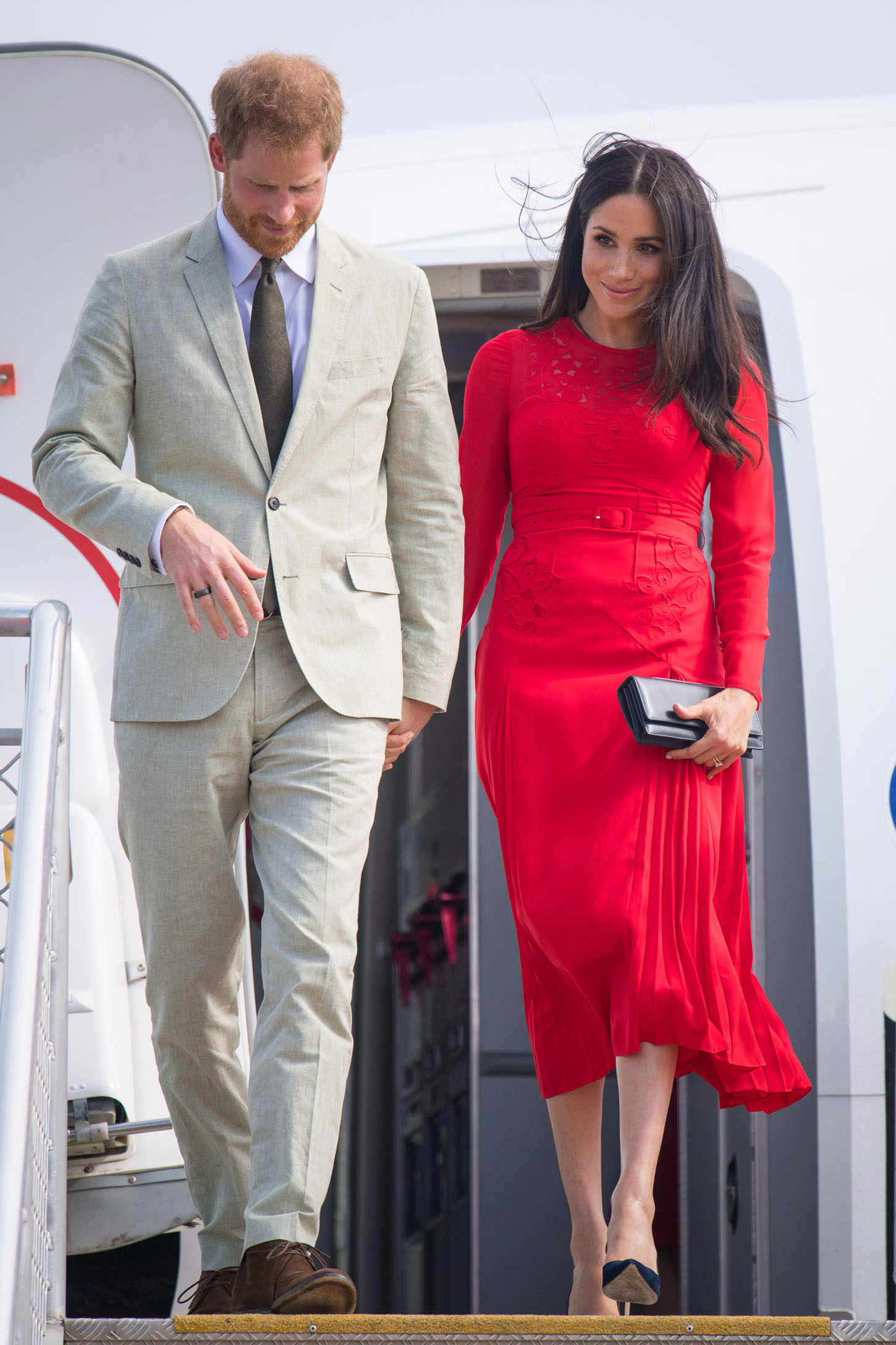 NUKU'ALOF, TONGA - OCTOBER 25: Prince Harry, Duke of Sussex and Meghan, Duchess of Sussex arrive at Fua'amotu Airport on October 25, 2018 in Nuku'Alofa, Tonga. The Duke and Duchess of Sussex are on their official 16-day Autumn tour visiting cities in Australia, Fiji, Tonga and New Zealand. (Photo by Dominic Lipinski - Pool/Getty Images)
