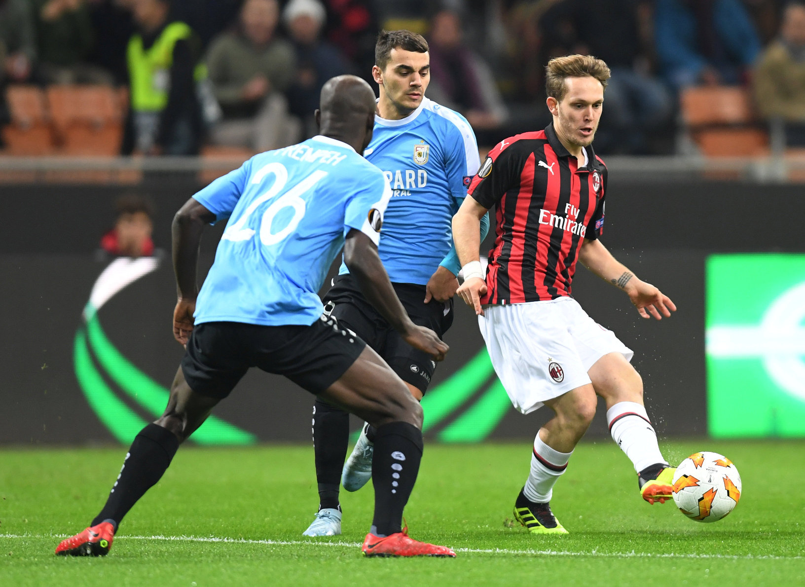 Soccer Football - Europa League - Group Stage - Group F - AC Milan v F91 Dudelange - San Siro, Milan, Italy - November 29, 2018  AC Milan's Alen Halilovic in action with Dudelange's Jerry Prempeh and Danel Sinani          REUTERS/Daniele Mascolo