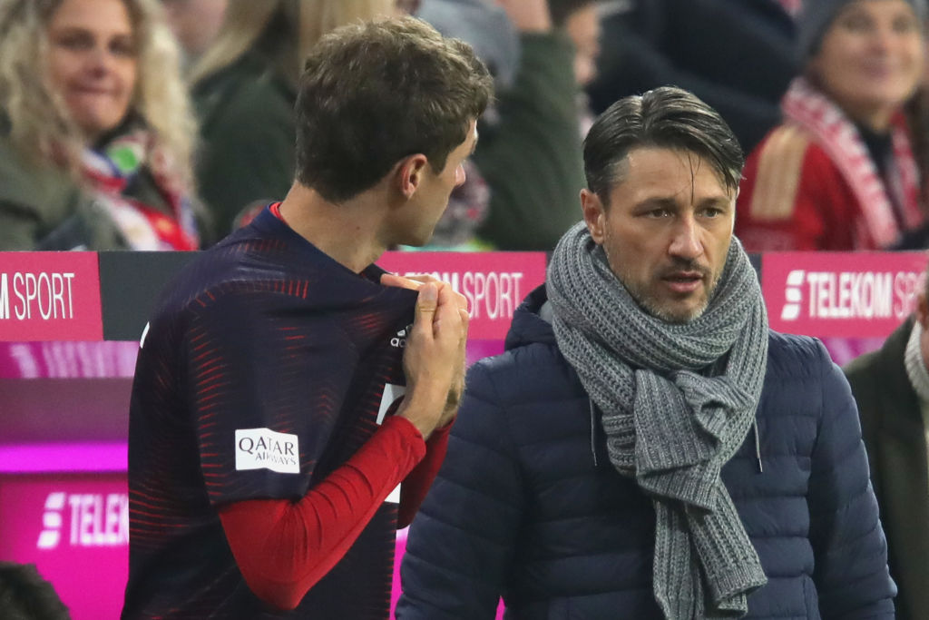 MUNICH, GERMANY - NOVEMBER 03:  Niko Kovac, head coach of Bayern Muenchen talks to his palyer Thomas Mueller prior his substitution during the Bundesliga match between FC Bayern Muenchen and Sport-Club Freiburg at Allianz Arena on November 3, 2018 in Munich, Germany.  (Photo by Alexander Hassenstein/Bongarts/Getty Images)