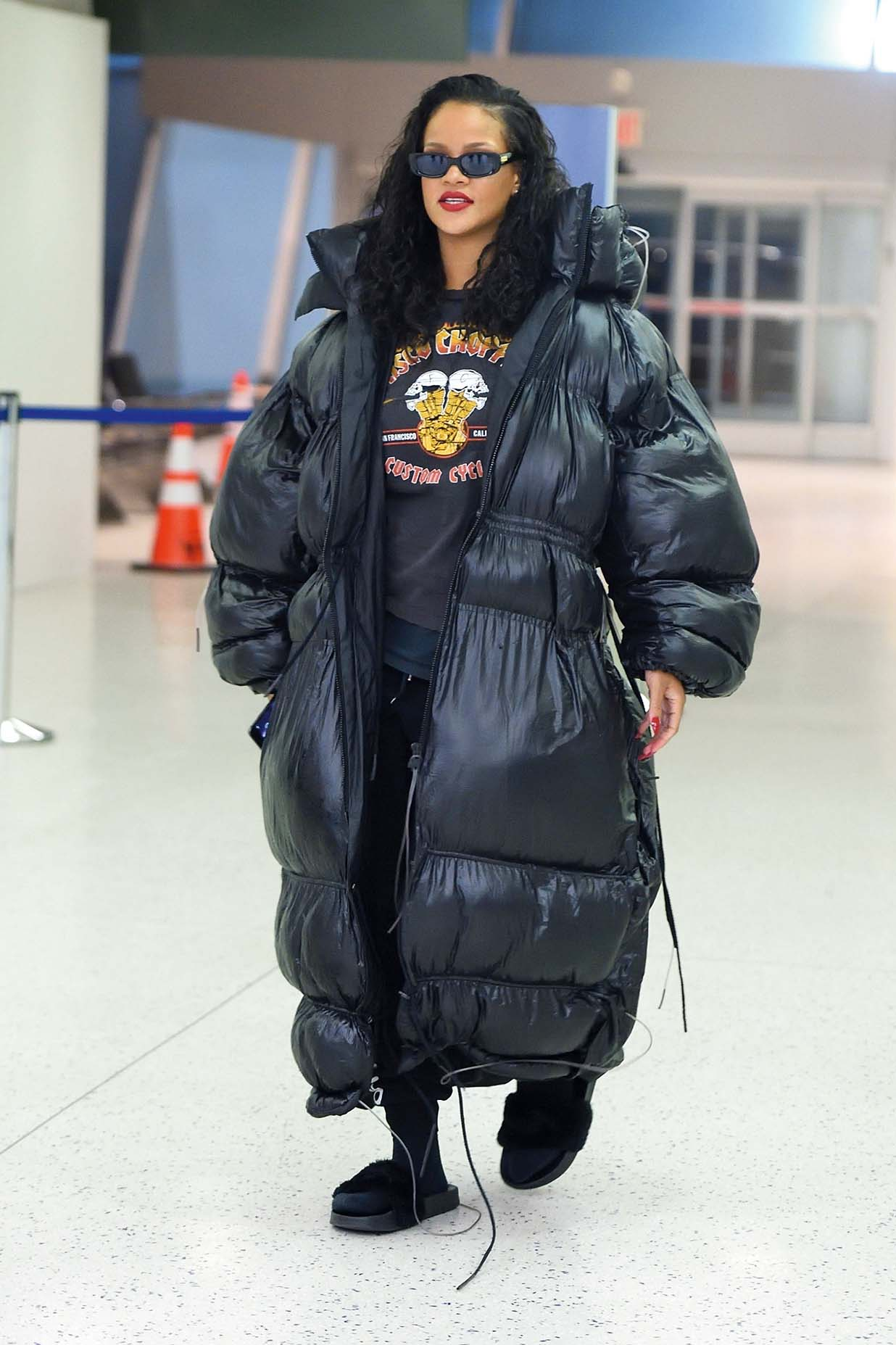 New York, NY  - Rihanna arrives at JFK in oversized coat for a flight back to London after a successful Savage Fenty pop up launch  Pictured: Rihanna    *UK Clients - Pictures Containing Children Please Pixelate Face Prior To Publication*, Image: 371264335, License: Rights-managed, Restrictions: , Model Release: no, Credit line: Profimedia, AKM-GSI