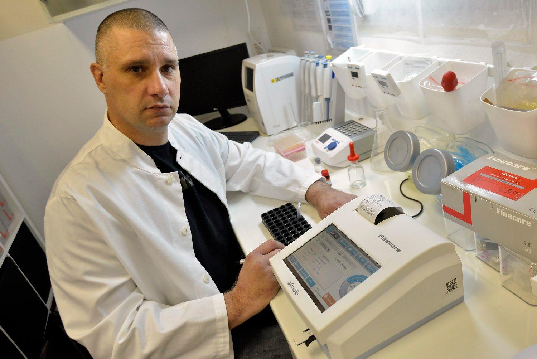 Pavel Pisarović s uređajem koji je možda mogao spasiti život dječaku
