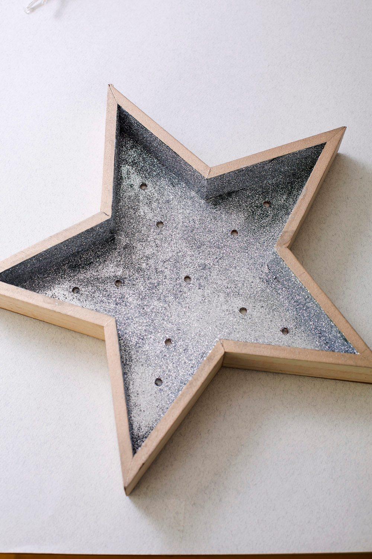 Zagreb, 181118. Sanja Tot iz Hizice napravila je zvijezdu koja svijetli. Foto: Berislava Picek / CROPIX